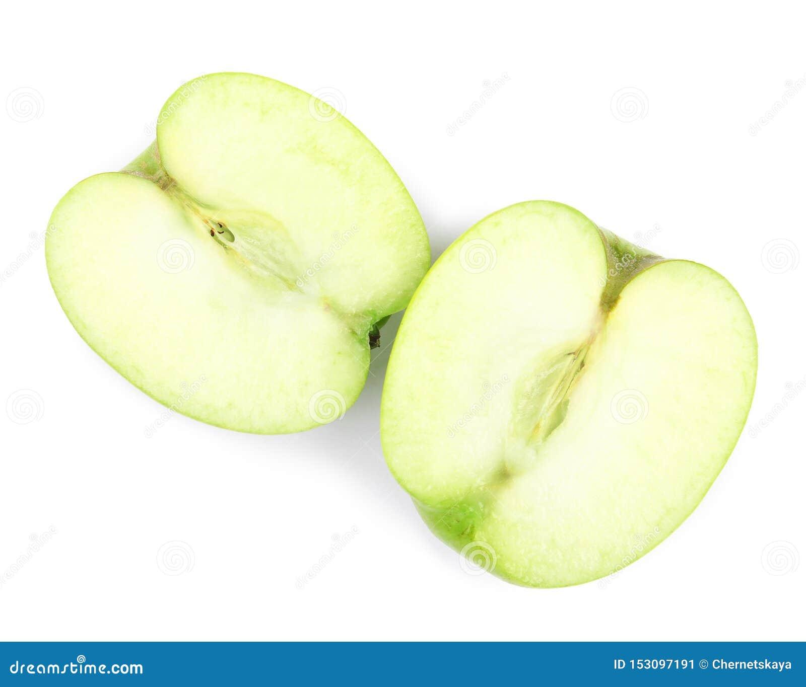 一半在白色背景的新鲜的绿色苹果