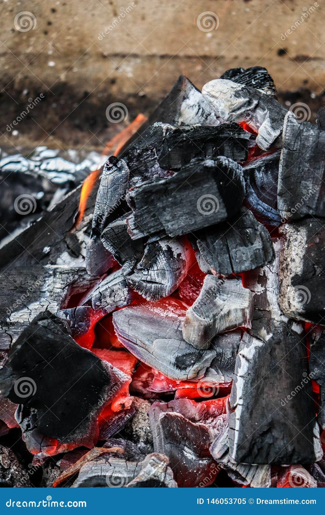 一半烧了煤炭关闭