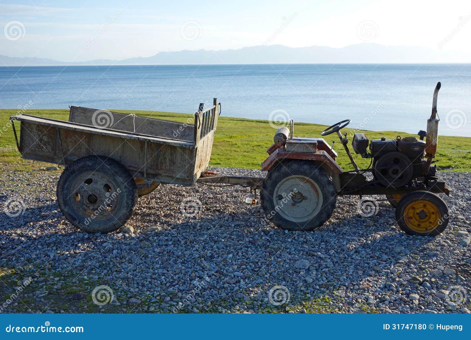 一台老拖拉机