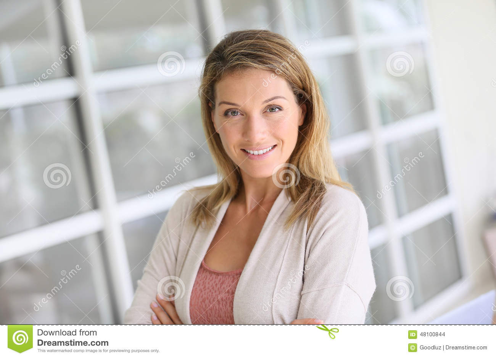 一名典雅的聪明的妇女的画象