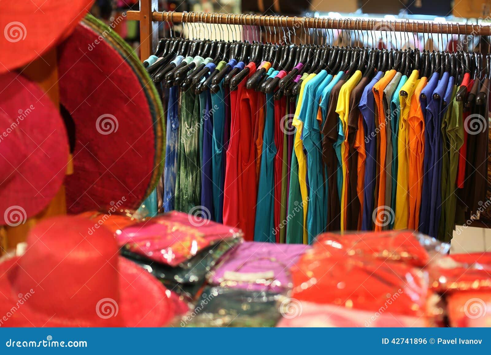 一套服装在商店