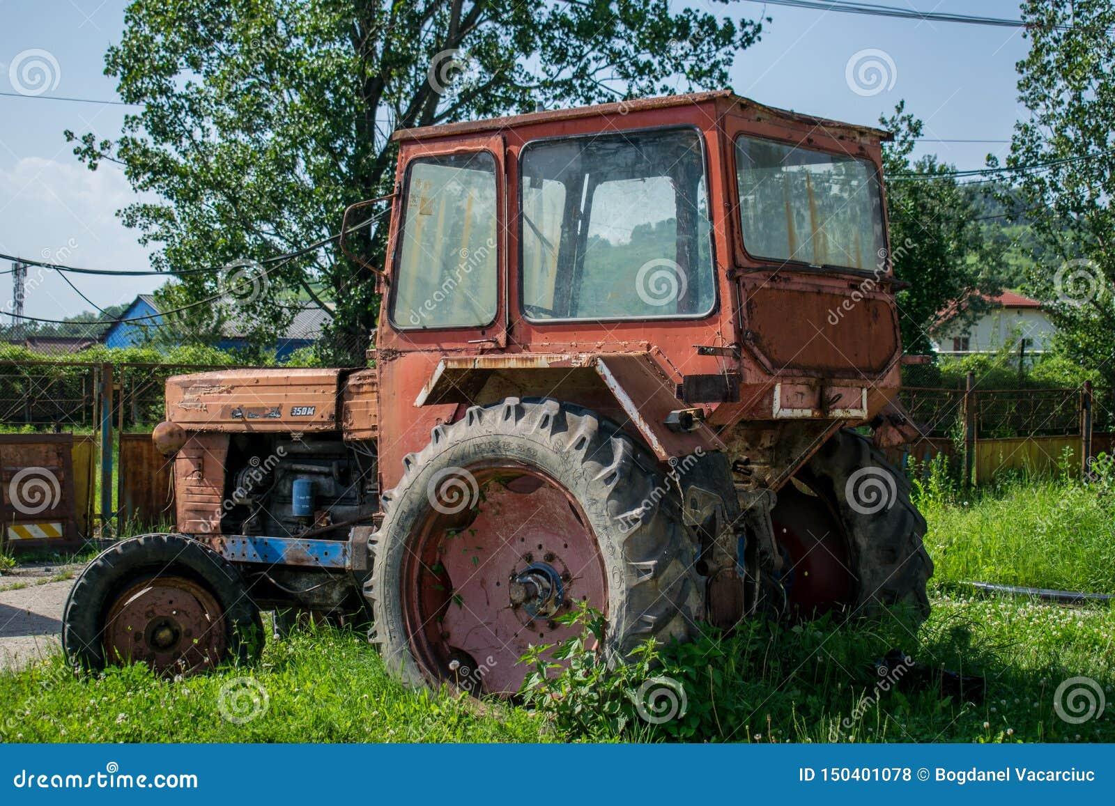 一套老和生锈的农机