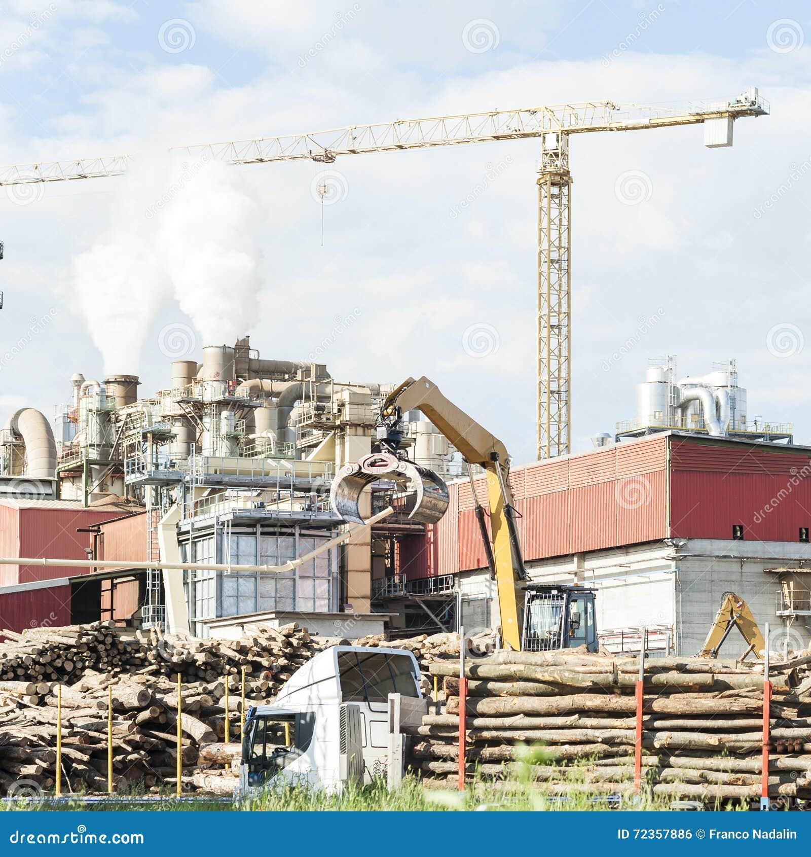 一家家具工厂的工厂设备有抽烟的烟窗的