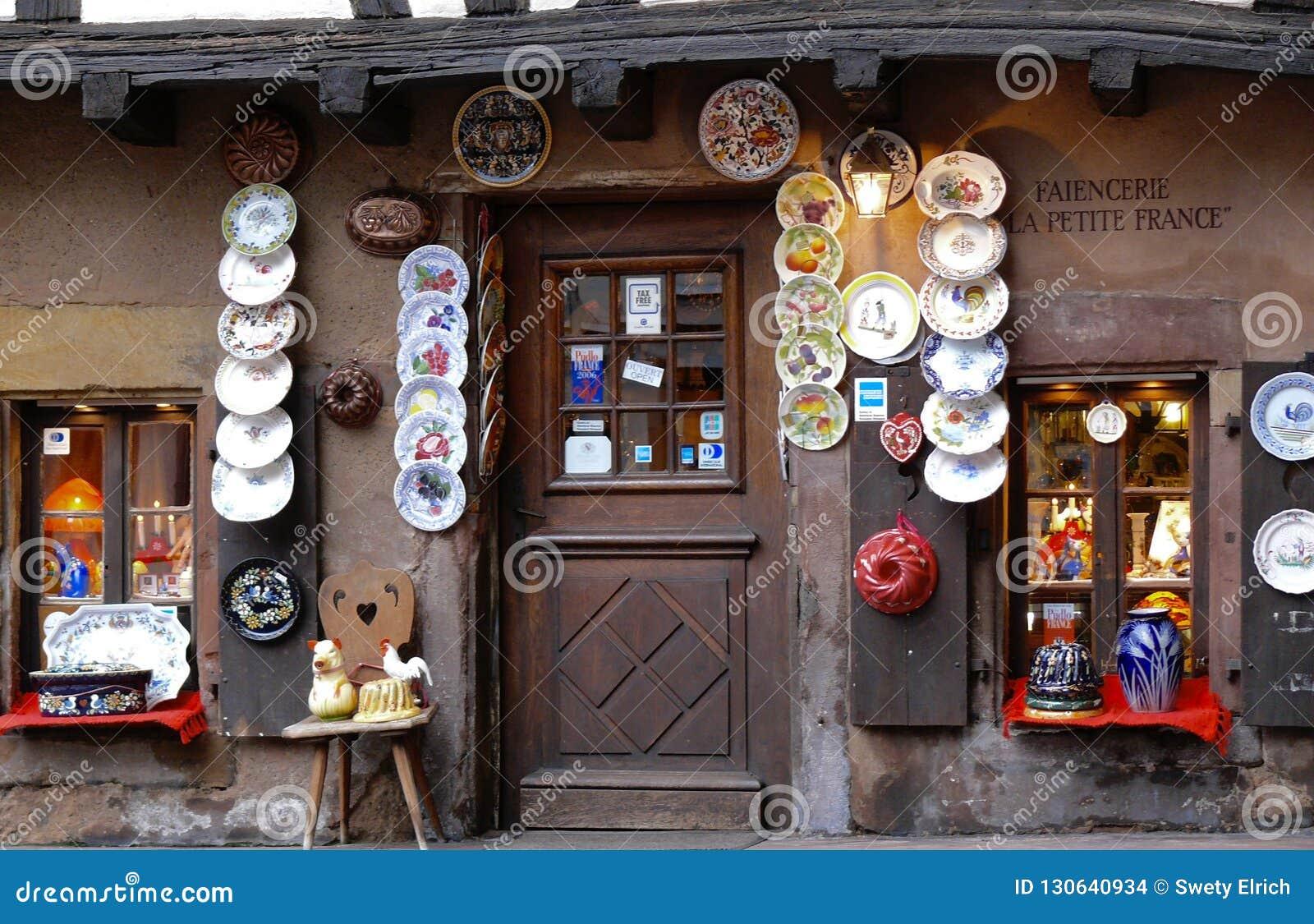 一家陶瓷商店的门面