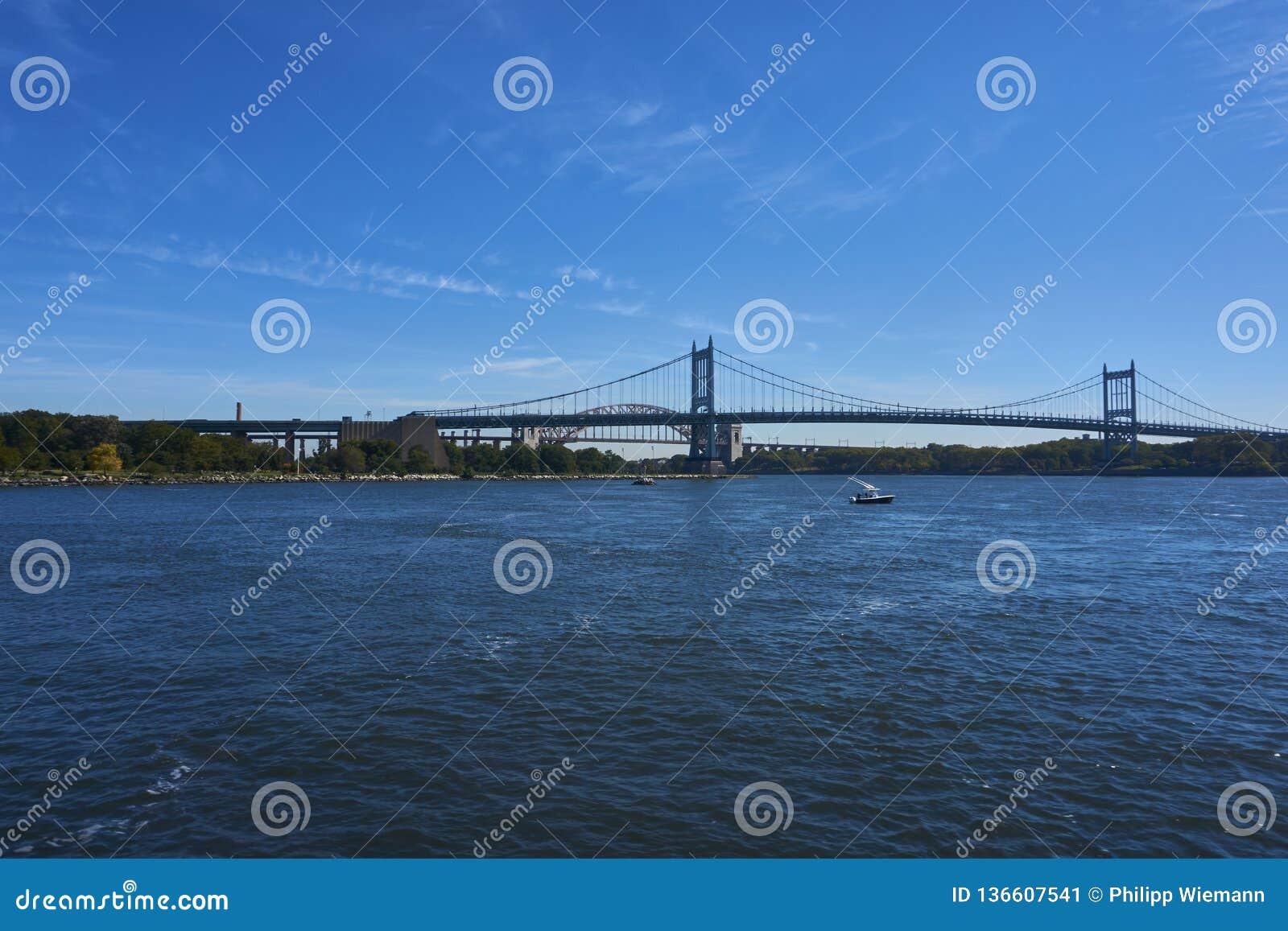 一座桥梁在纽约