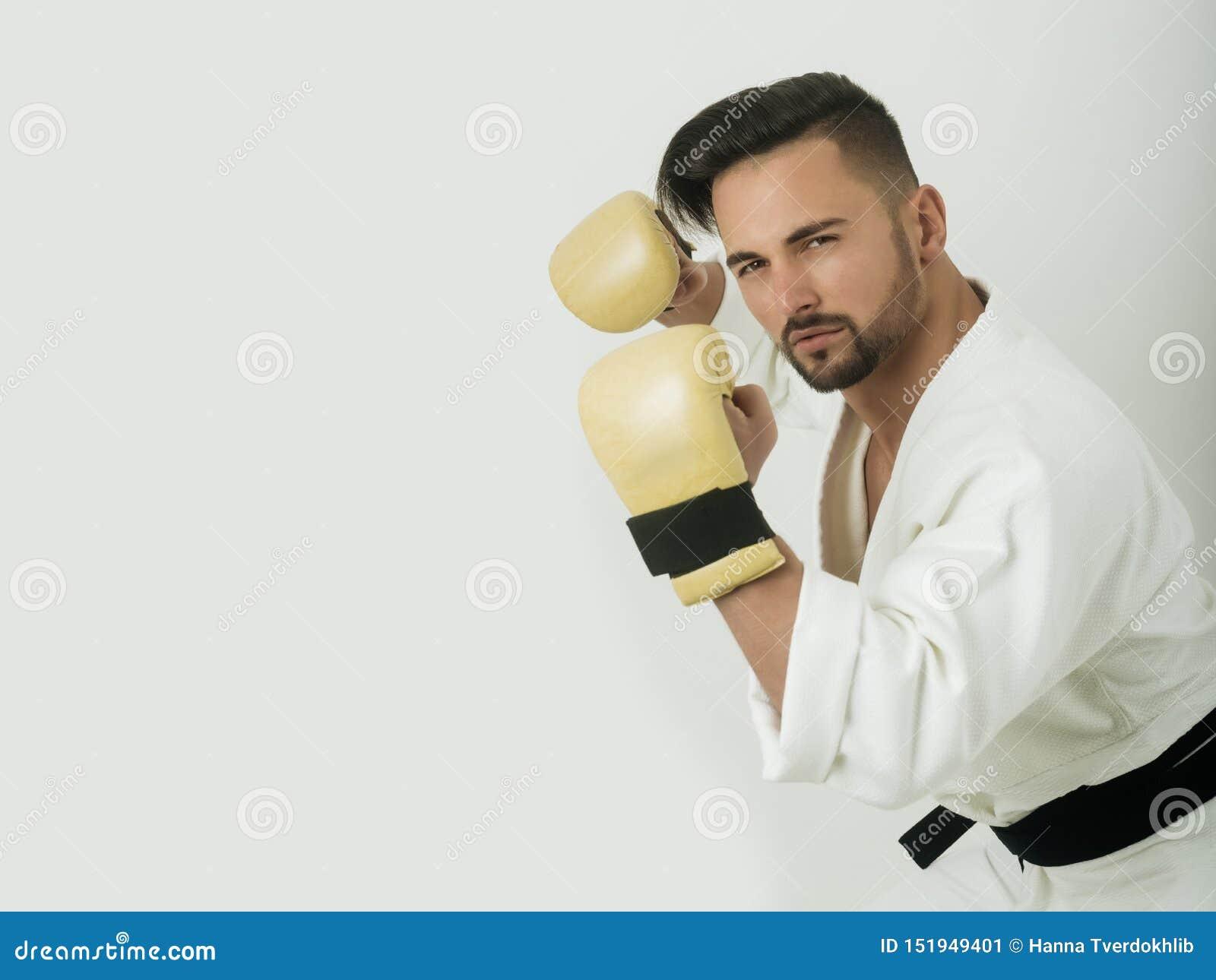 一张照片写真的帅哥海报的 在体育题材的半满的构成 和服的吸引人运动员和