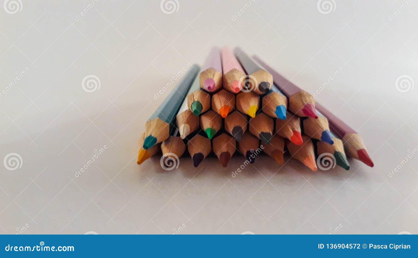 一束色的铅笔