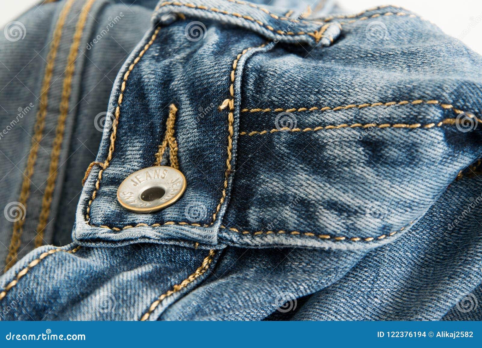 一条牛仔裤的特写镜头有词的