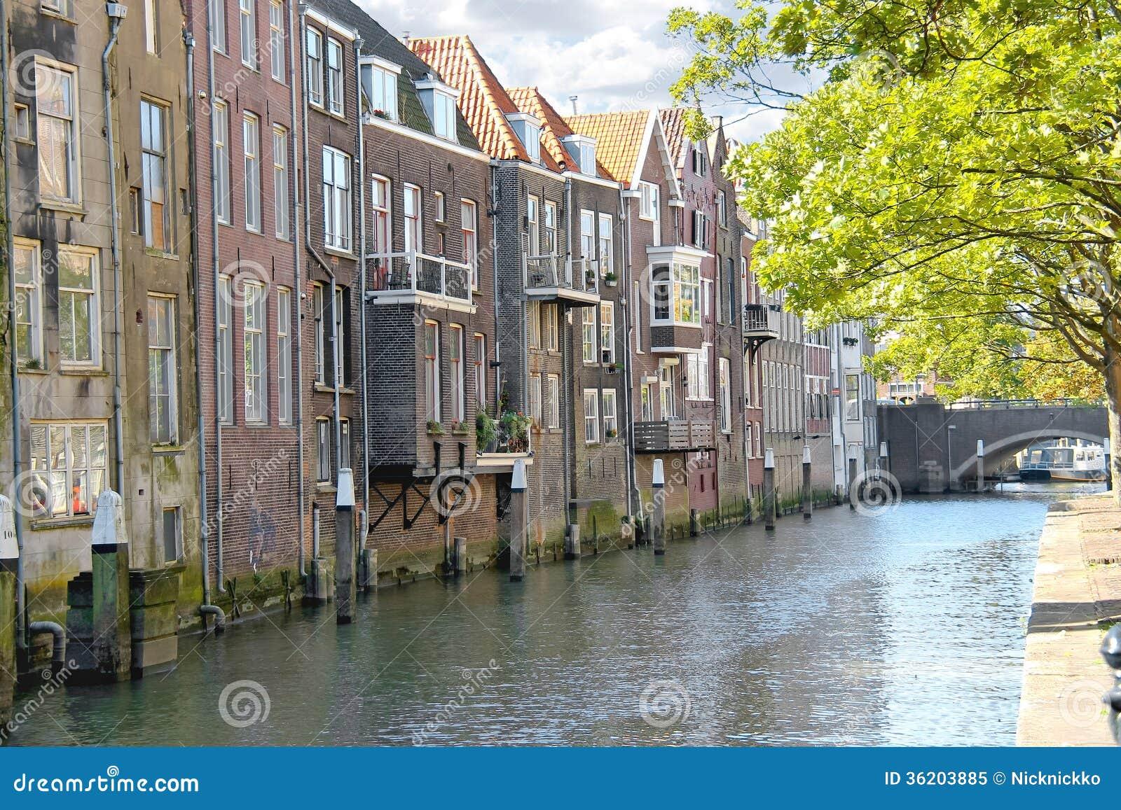 一条运河的议院在多德雷赫特,