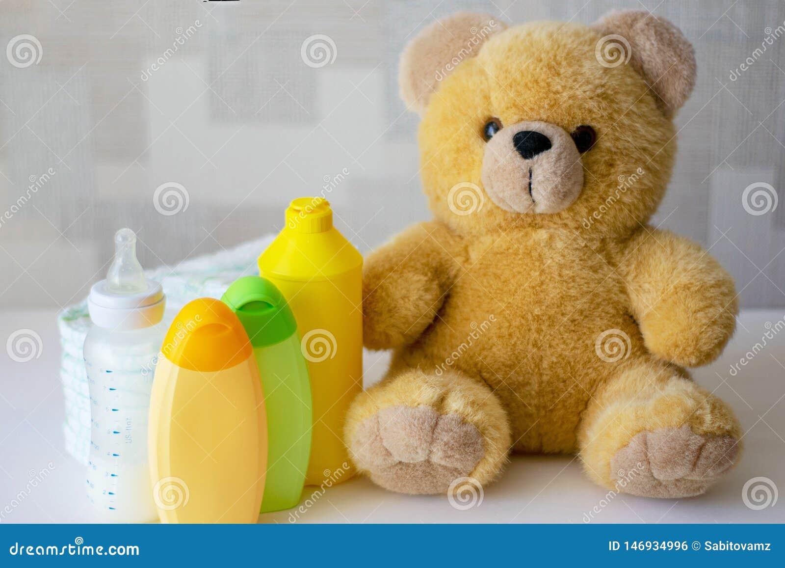 一次性尿布、婴孩辅助部件和玩具熊