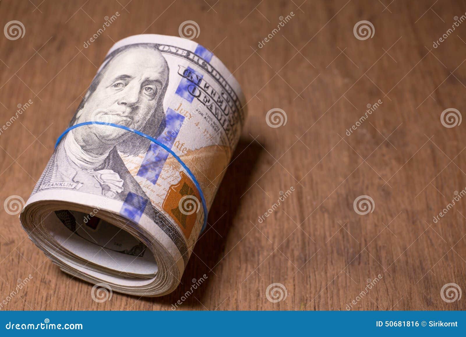 Download 一百元钞票卷 库存照片. 图片 包括有 bennie, 资金, 有选择性, 当前, 储蓄, 替换, 利润 - 50681816