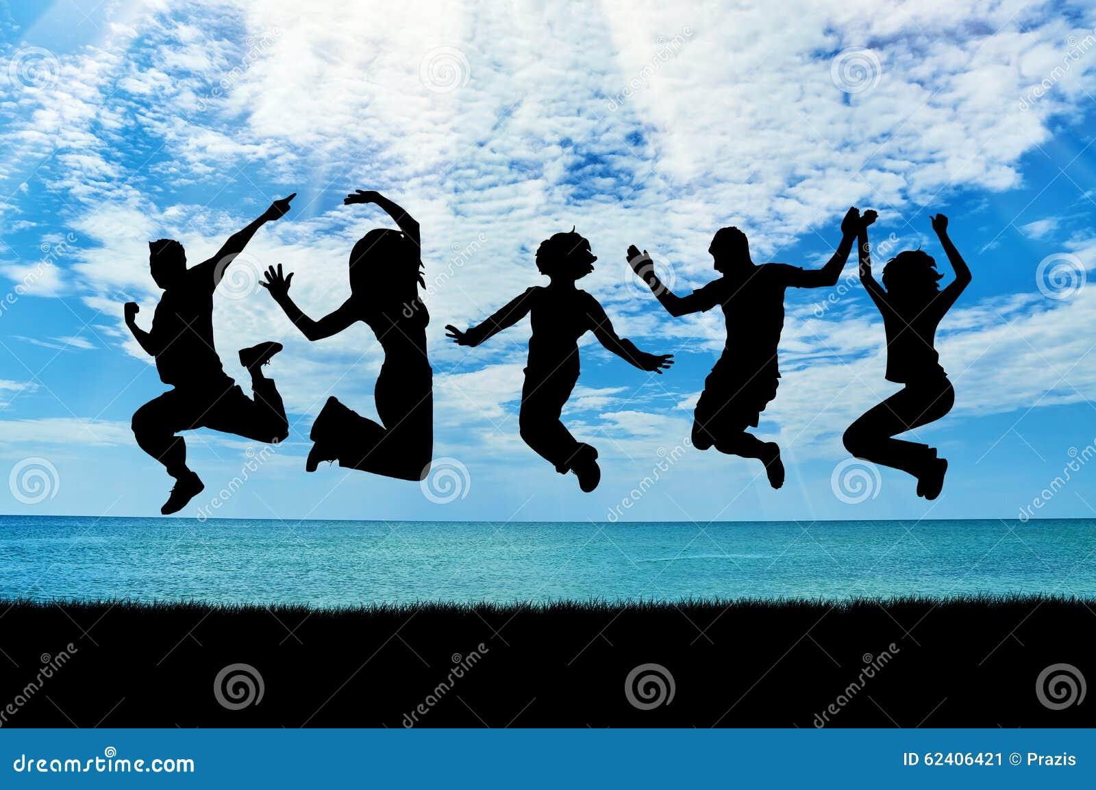 QQ群图片_一群愉快的人的剪影跳跃