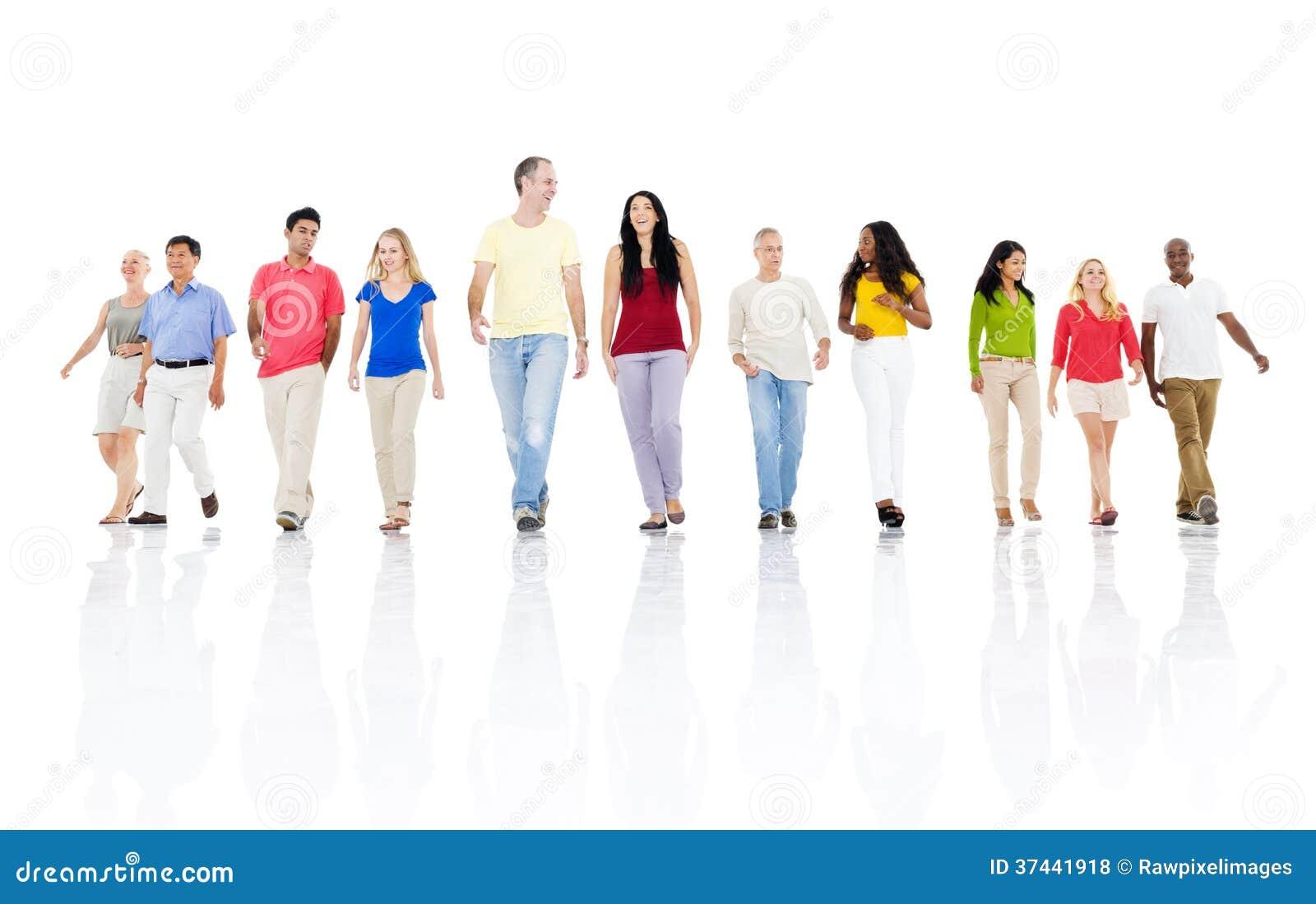 一起前进大小组不同种族的人民