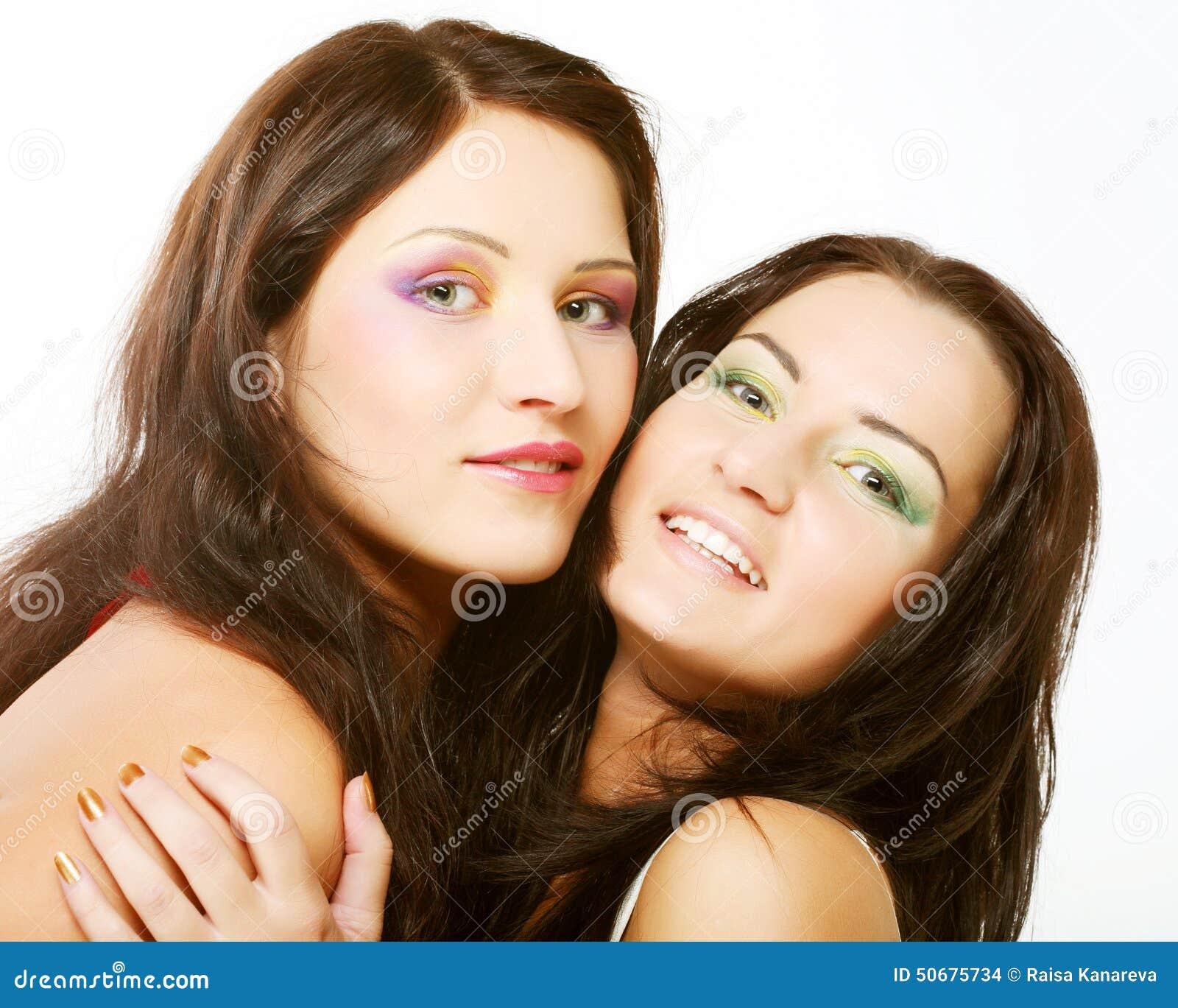 Download 一起微笑朋友的女孩二 库存照片. 图片 包括有 朋友, 愉快, 方式, 夫妇, 橙色, 背包, 滑稽, 魅力 - 50675734