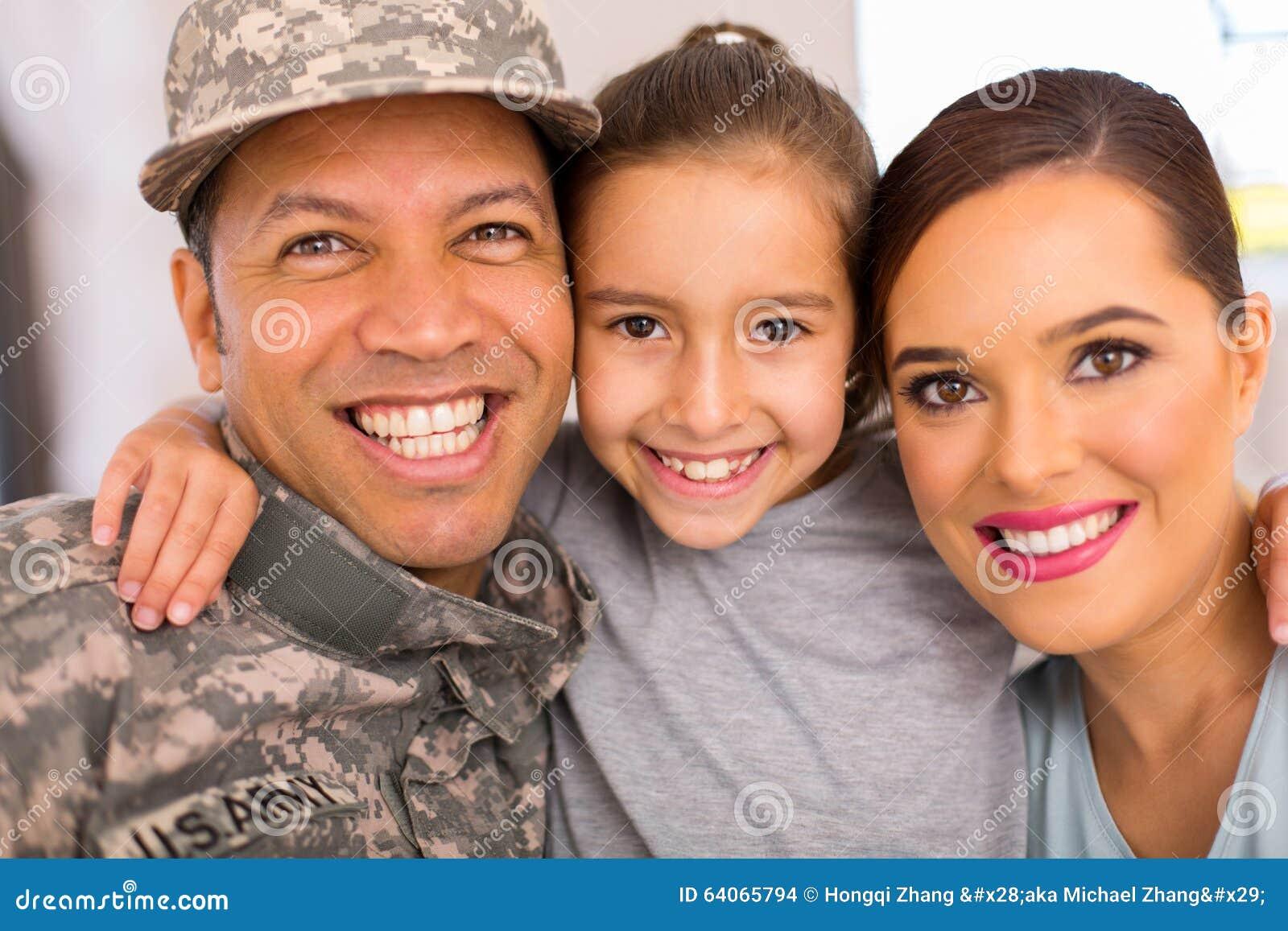 一起放松军事的家庭