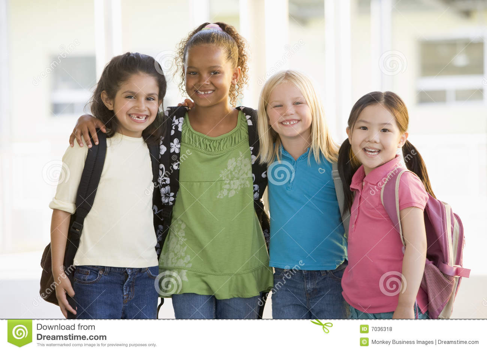一起突出三的女孩幼稚园