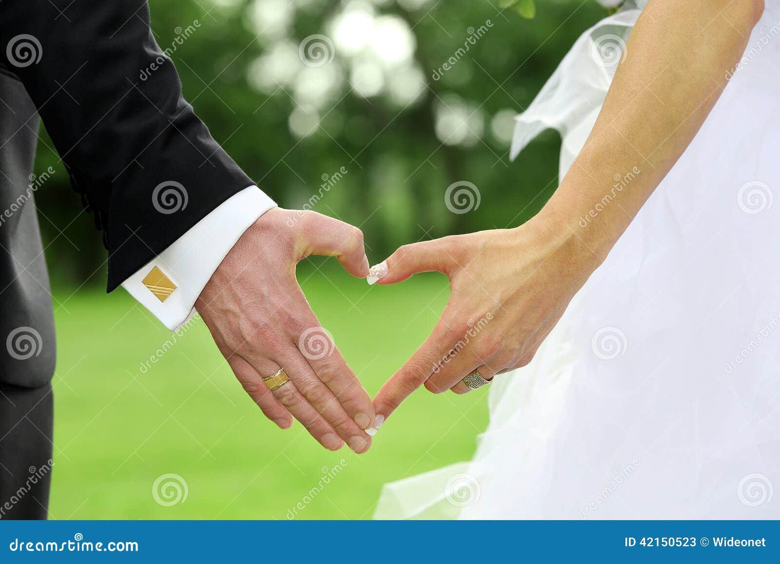 一起突出新娘的新郎