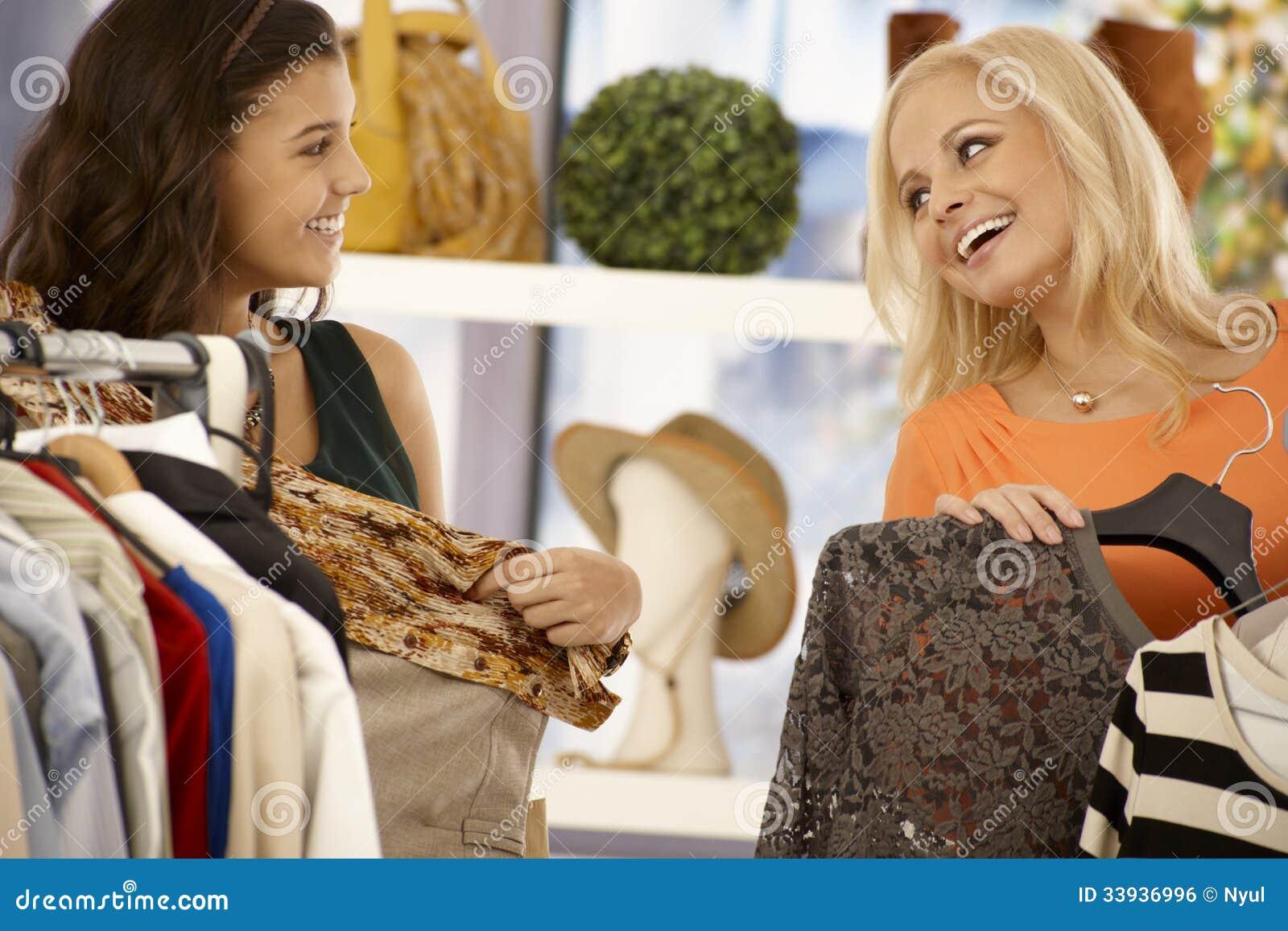 一起购物的朋友