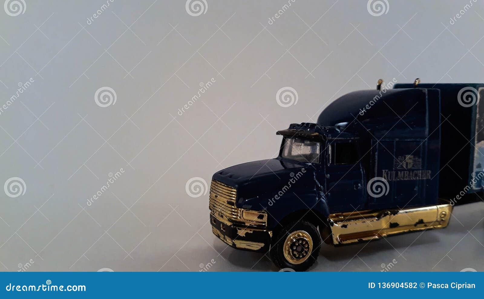 一辆微型卡车
