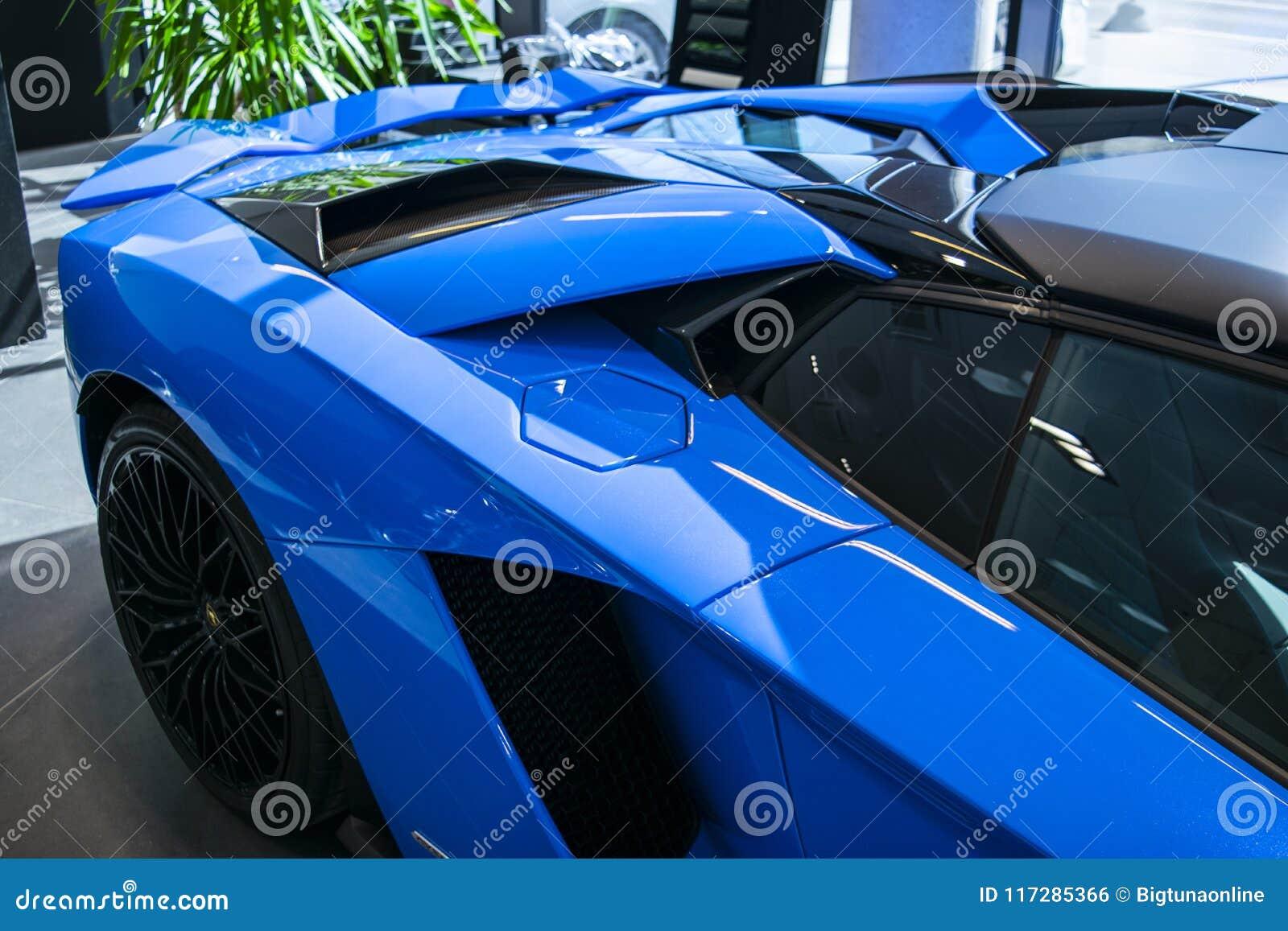 一辆新的Lamborghini Aventador S小轿车的侧视图 车灯 汽车详述 汽车外部细节