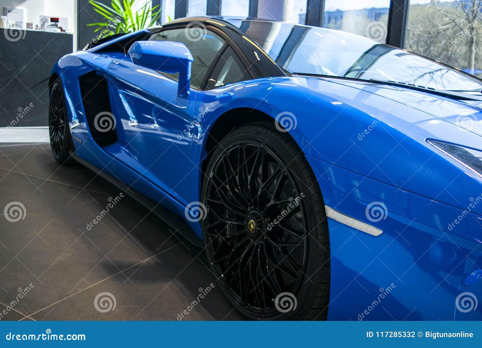 一辆新的Lamborghini Aventador S小轿车的正面图 车灯 汽车详述 汽车外部细节