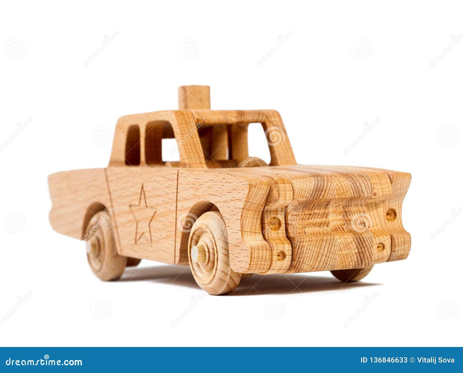 一辆木汽车的照片