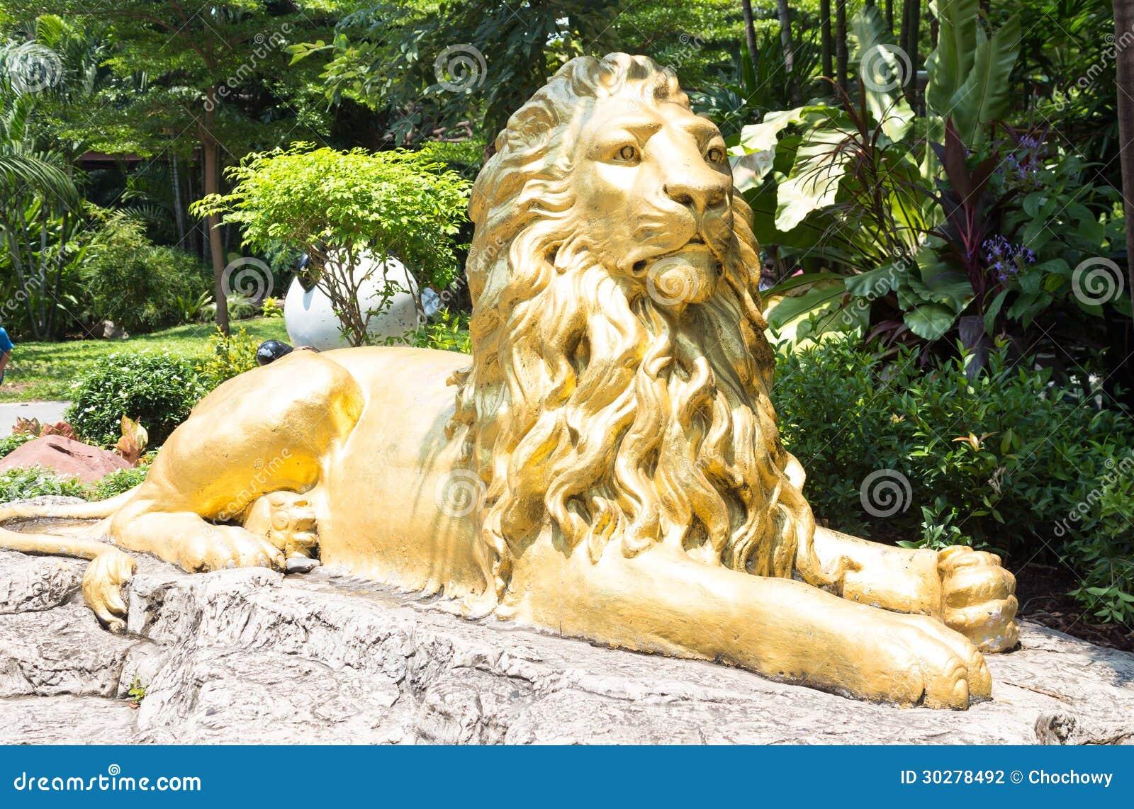 金黄狮子坐的雕象