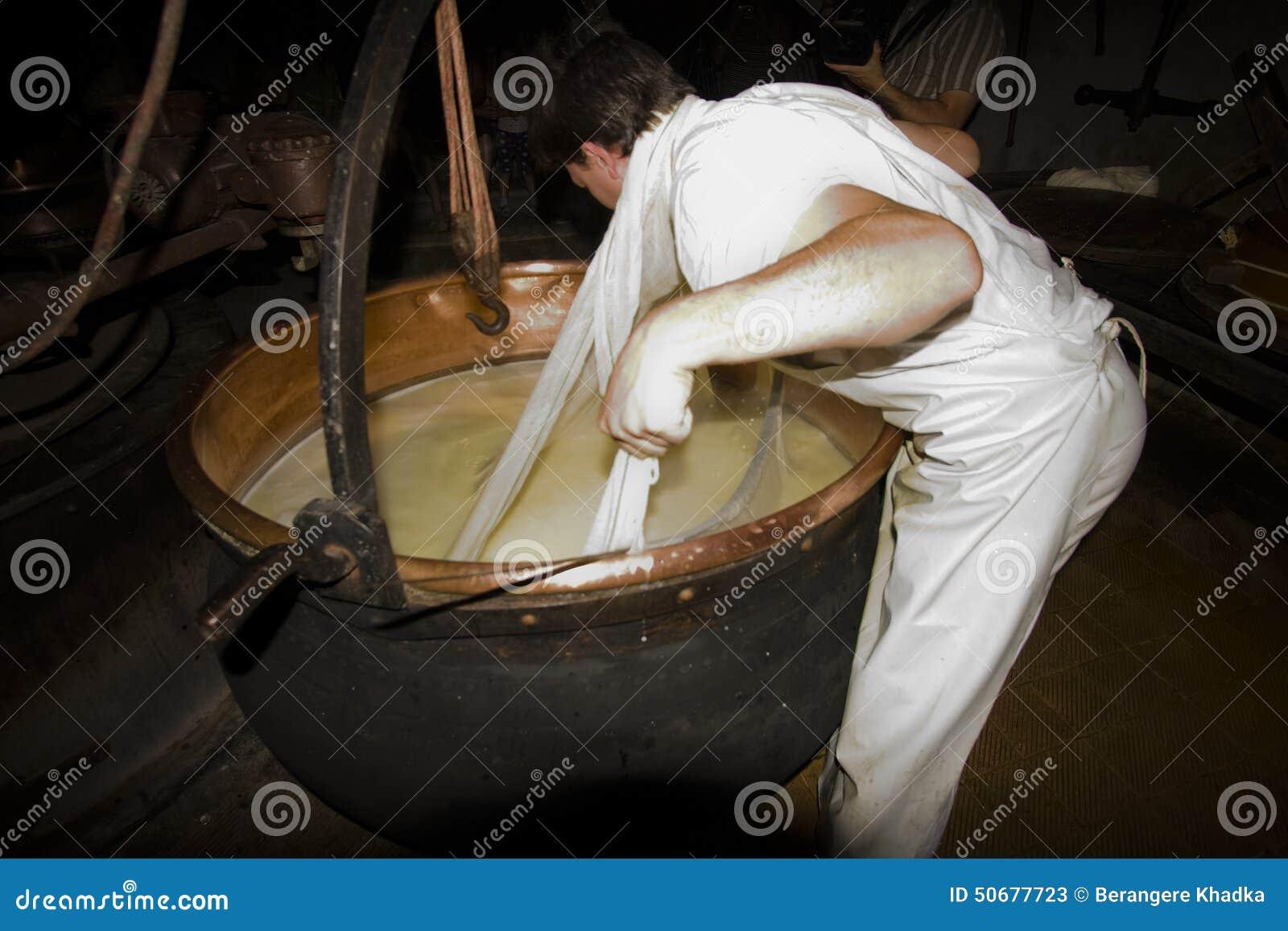 Download 一cheesemonger在一个古老牛奶店, Franche-Comté,法国 编辑类库存照片 - 图片 包括有 工作, 镇痛药: 50677723