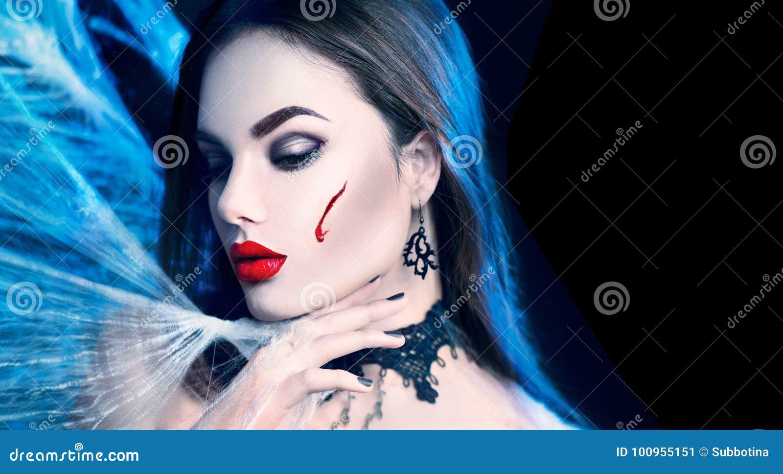 万圣节 秀丽性感的吸血鬼妇女