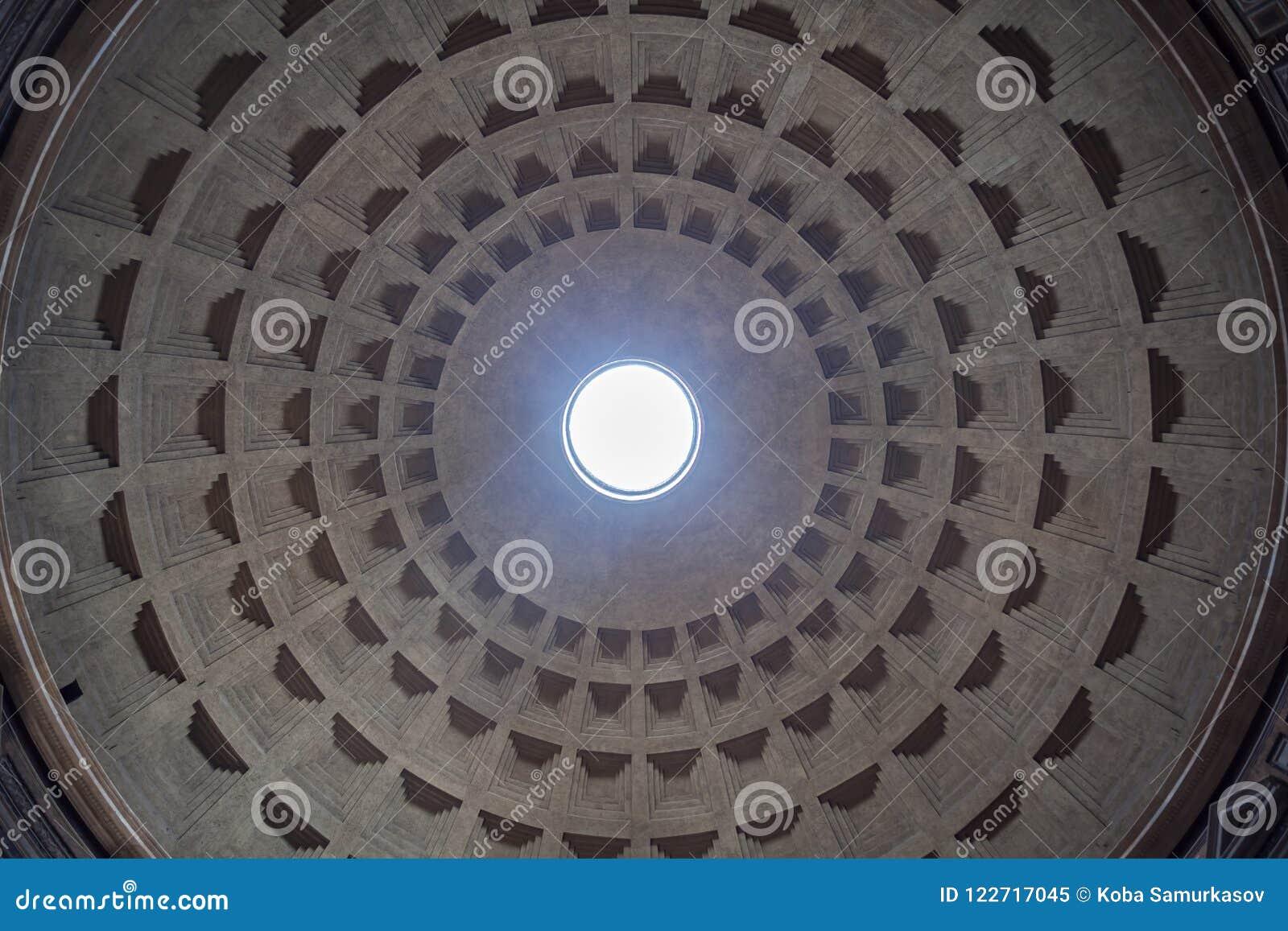 万神殿的圆顶的内部视图在罗马,意大利