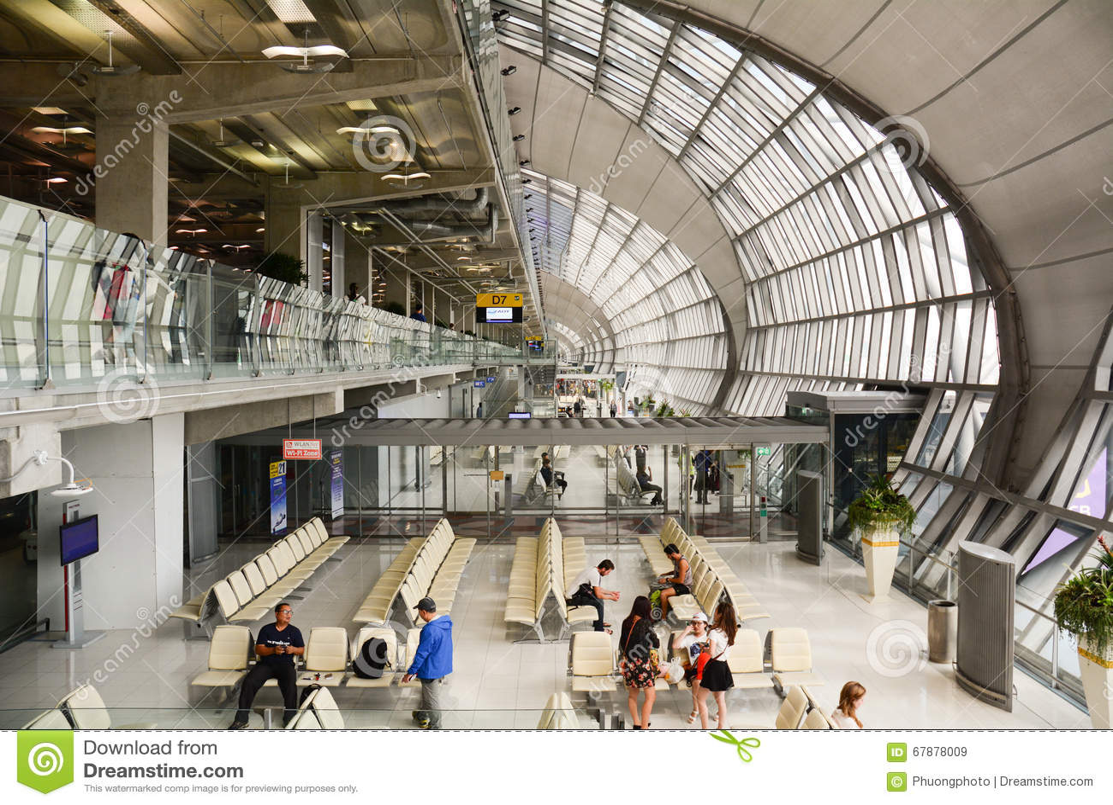 素万那普机场内部