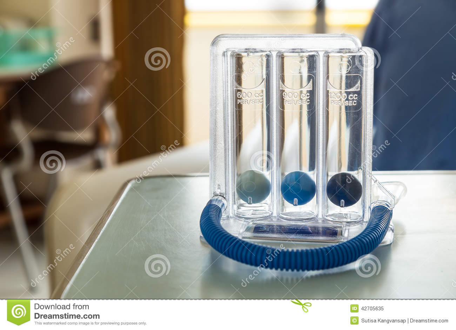 三个深深呼吸的球刺激性肺量计