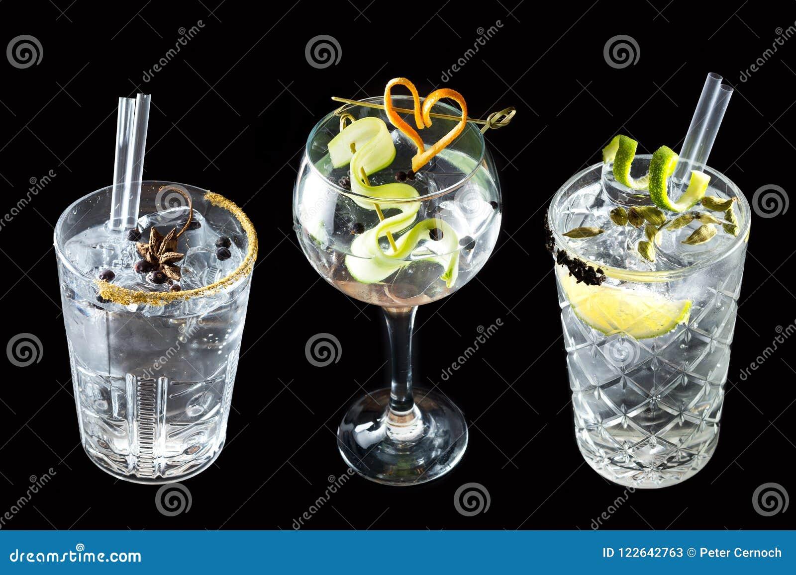 三个黄瓜葡萄柚杜松子酒补剂鸡尾酒饮料
