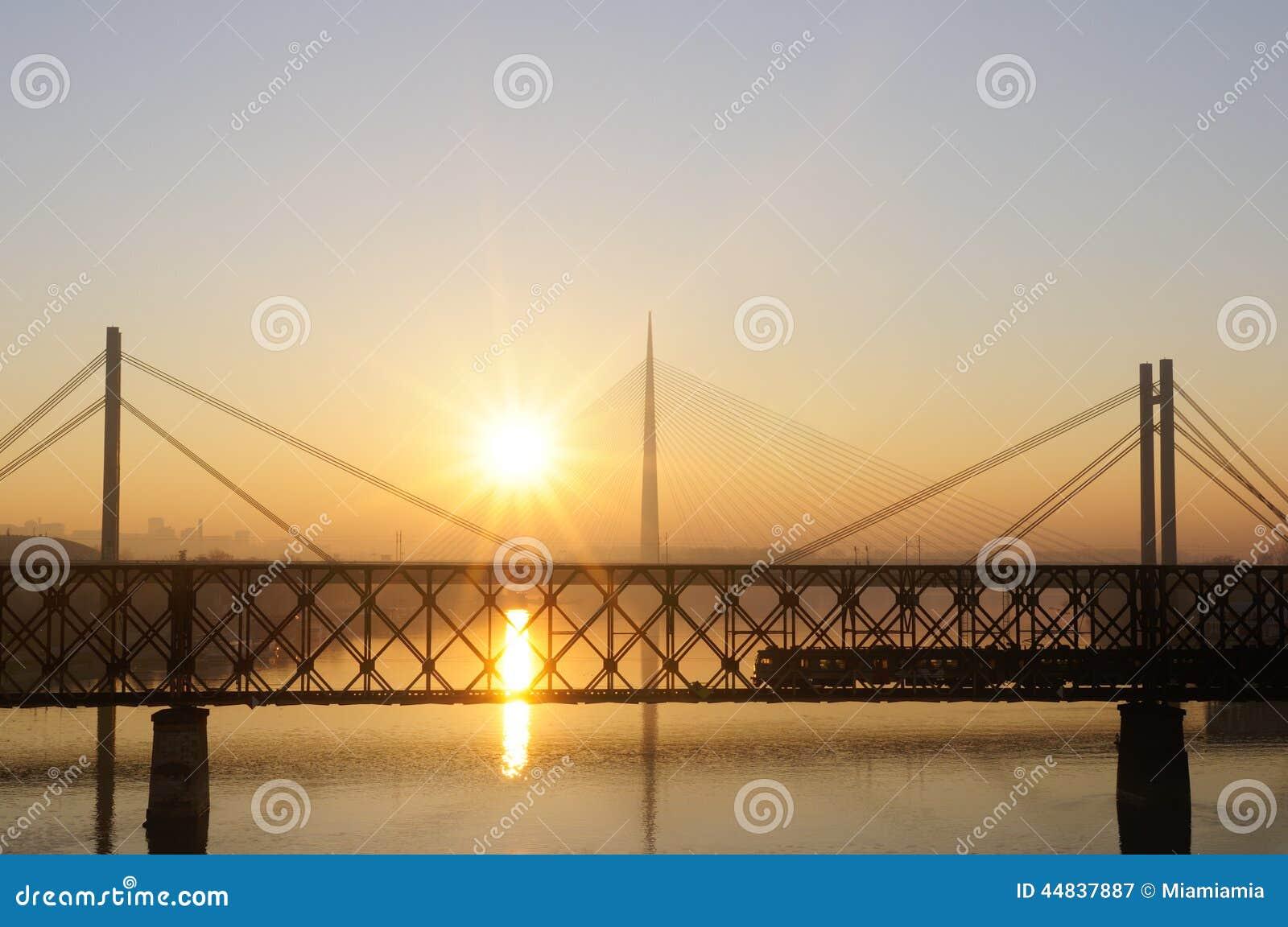 温暖的光,萨瓦河,贝尔格莱德,塞尔维亚.