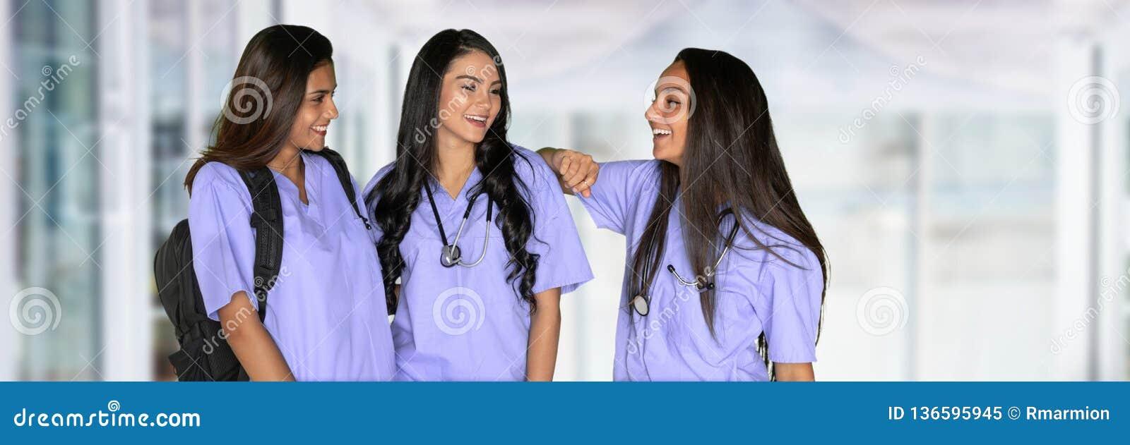 三名护理的学生