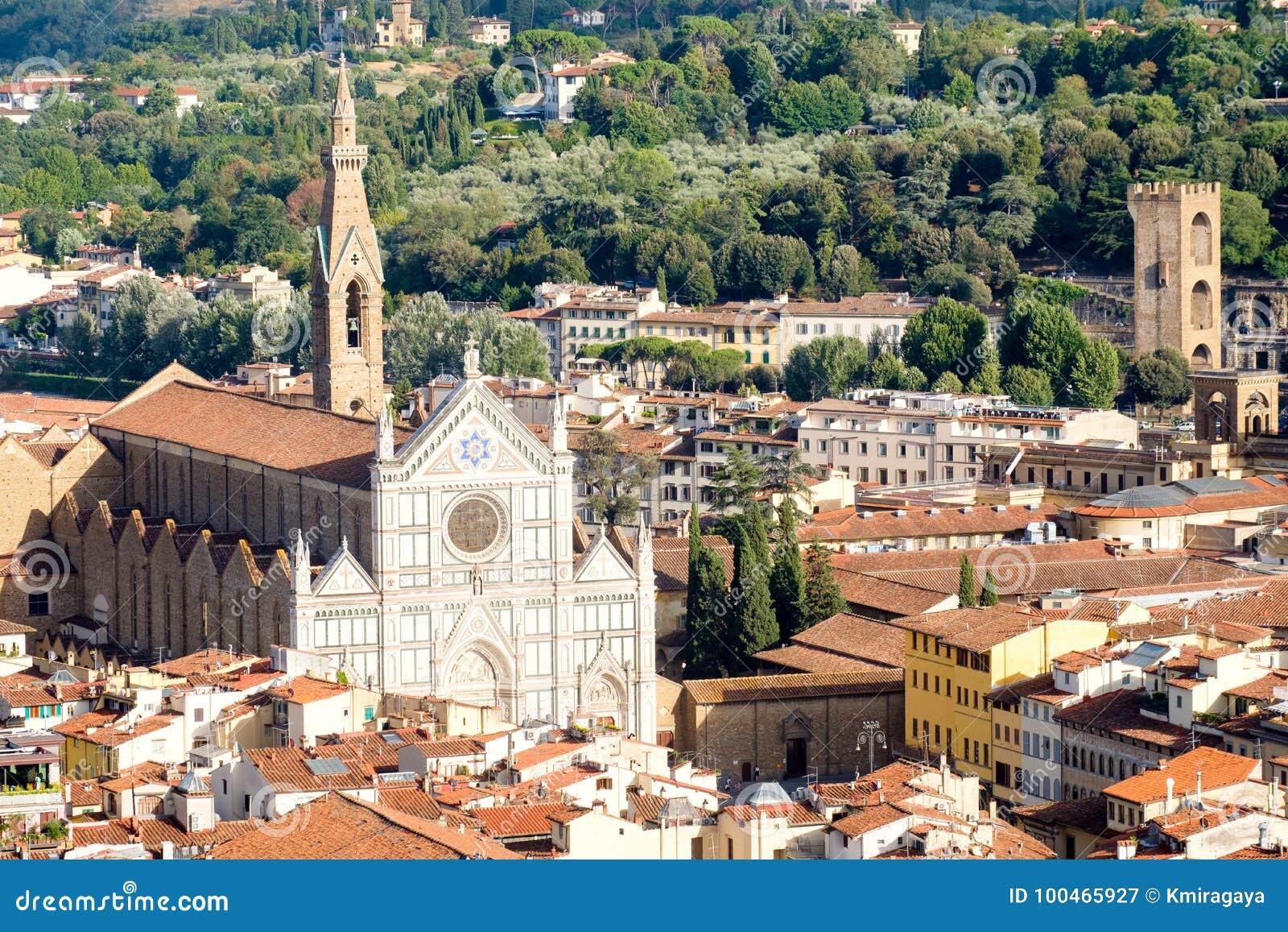 三塔Croce大教堂和中世纪市的历史的中心佛罗伦萨在意大利