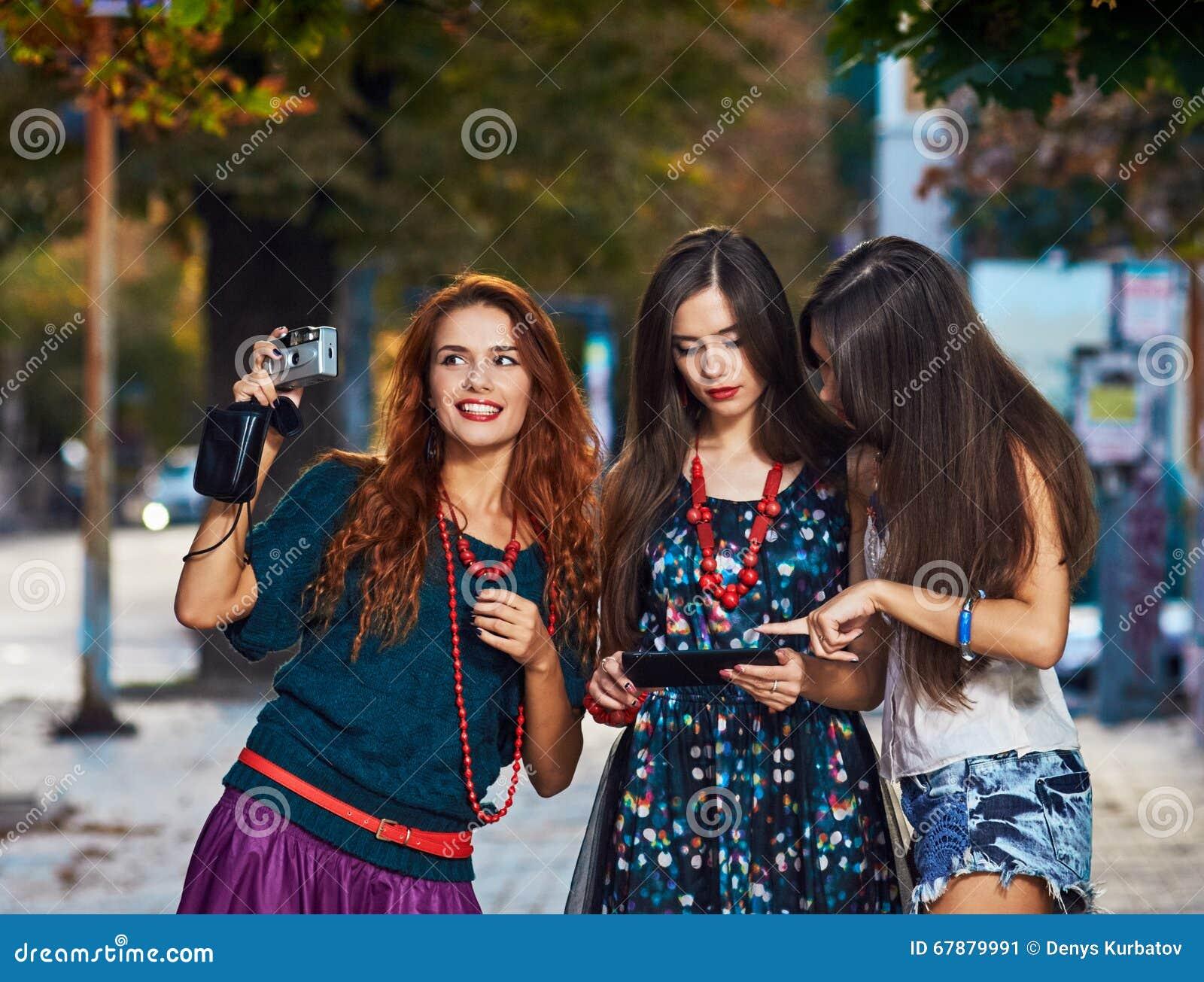 三女孩toursits
