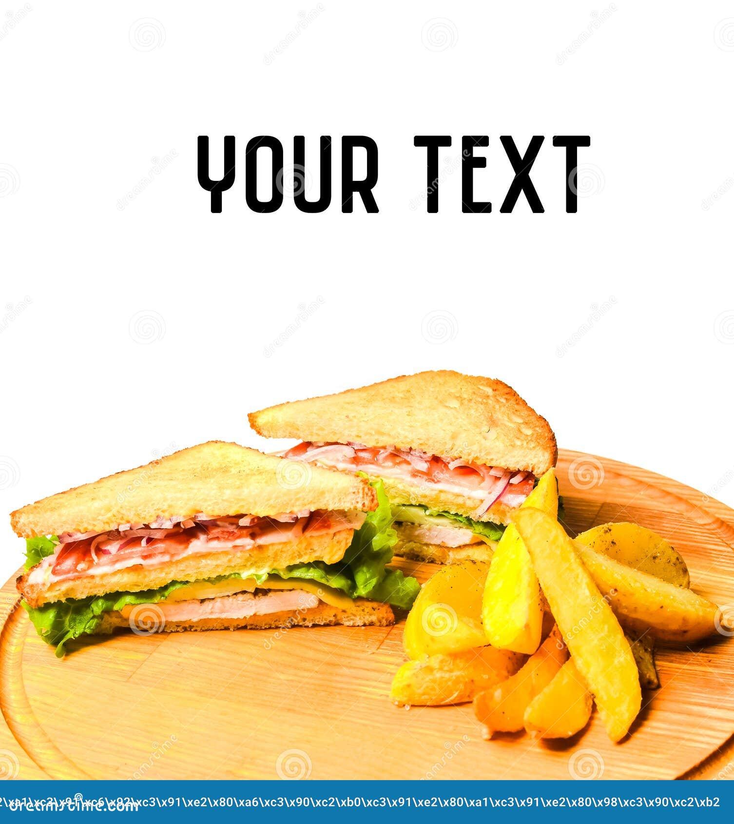 三明治用在白色隔绝的一个木板的被烘烤的土豆