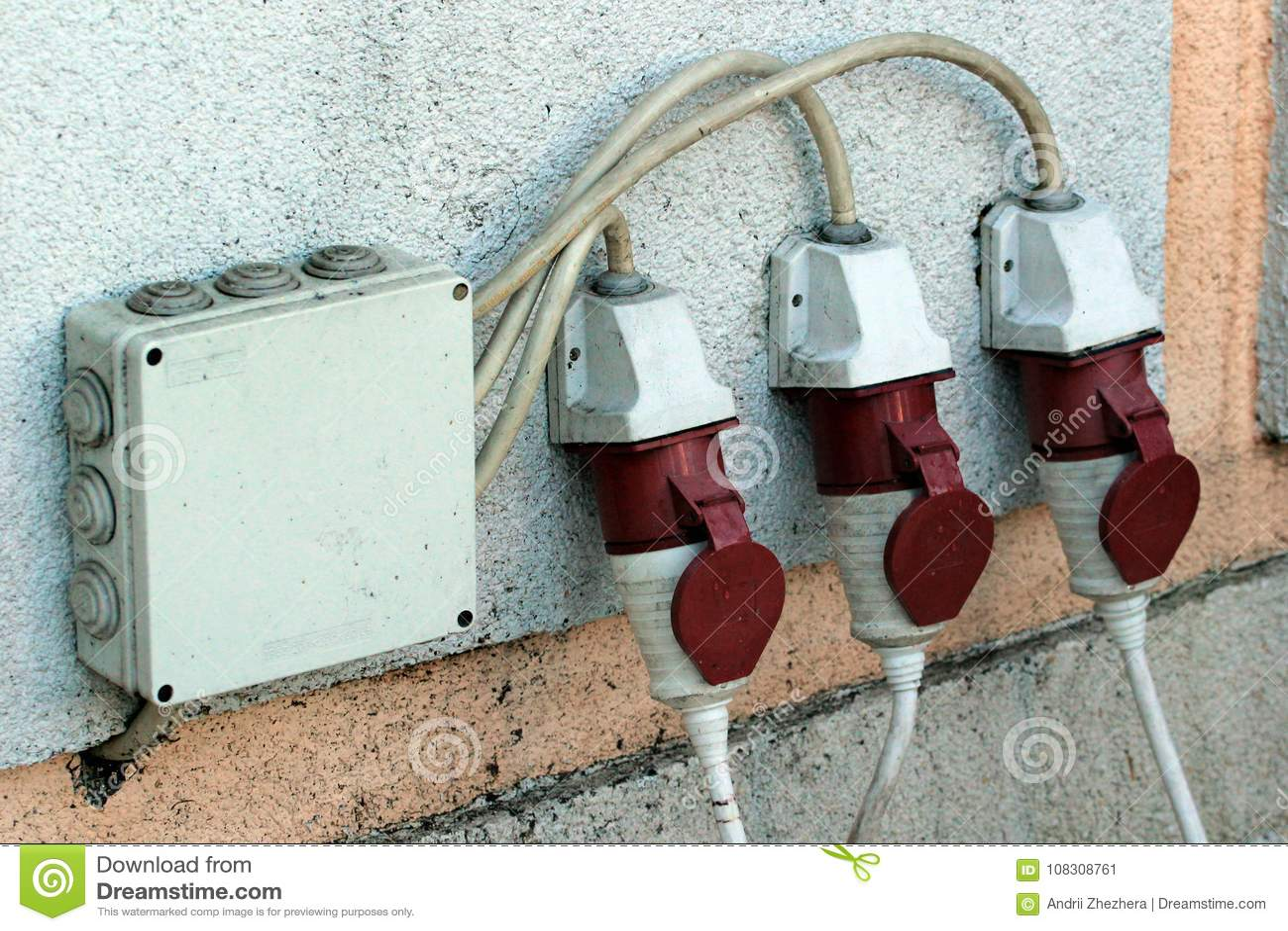 三湿气保护了在一个外壁上的电子出口