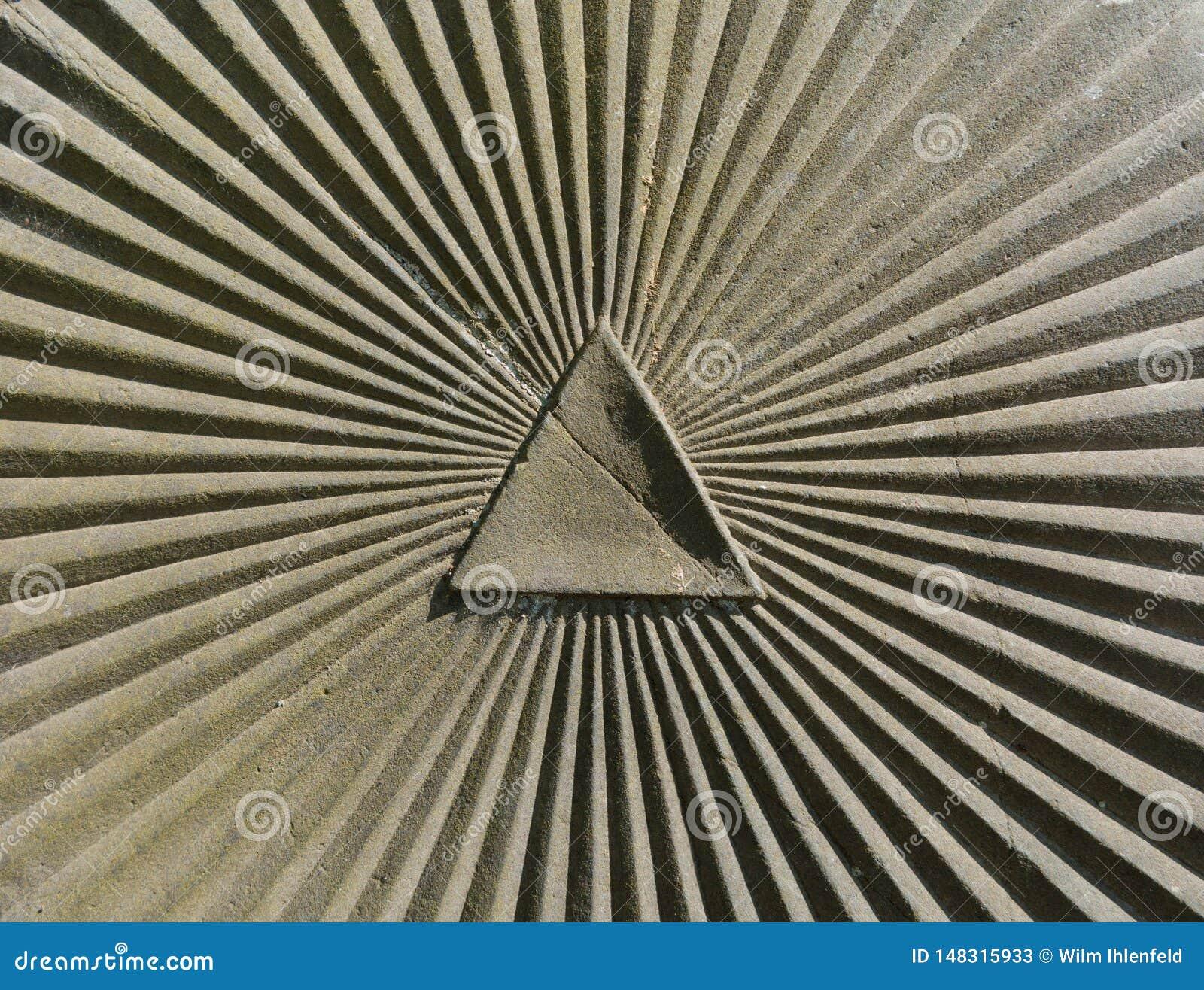 三角和sumbeam作为一个标志上帝的眼睛的