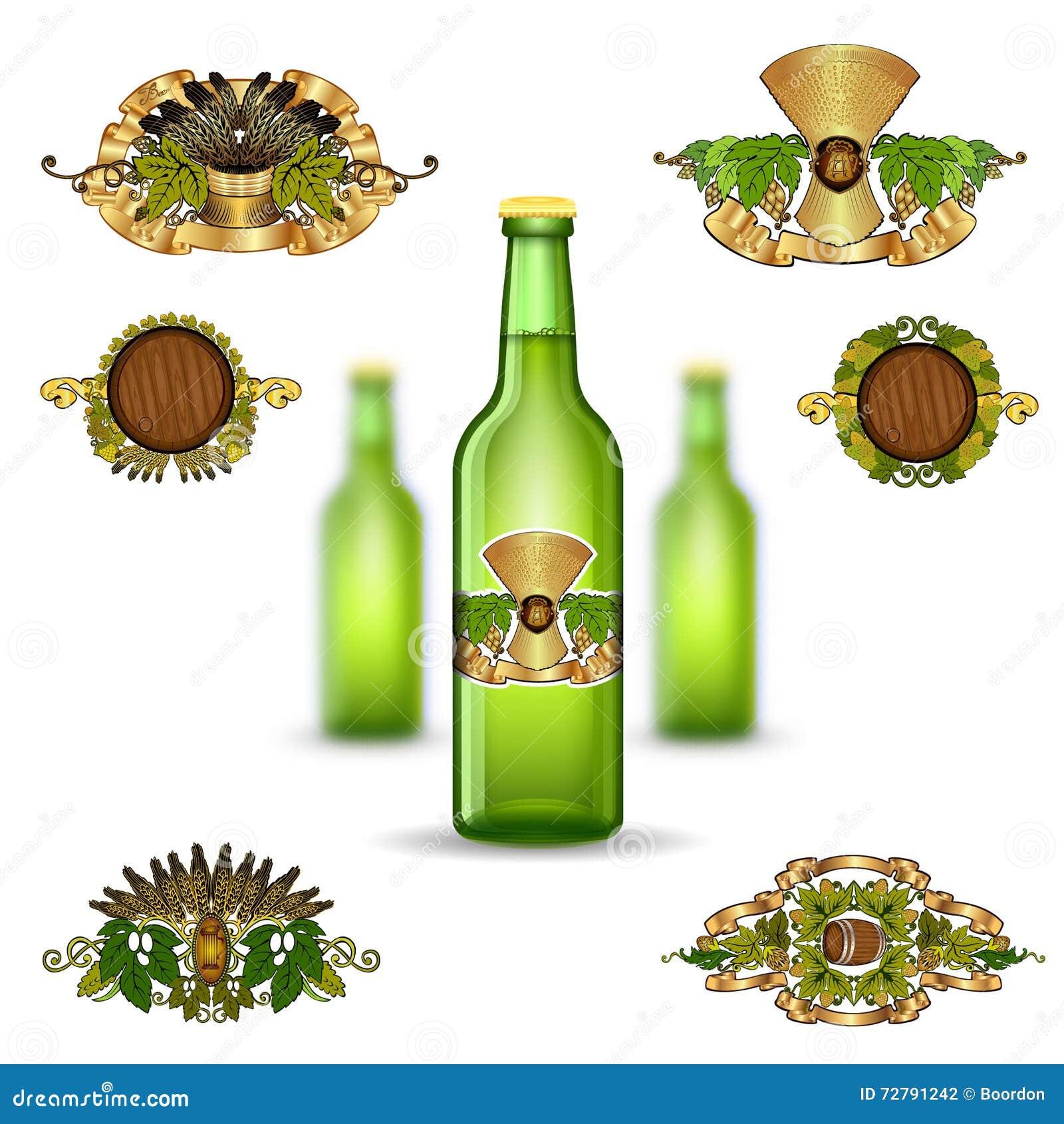 三绿色玻璃瓶啤酒和套的现实嘲笑在白色背景的豪华标签