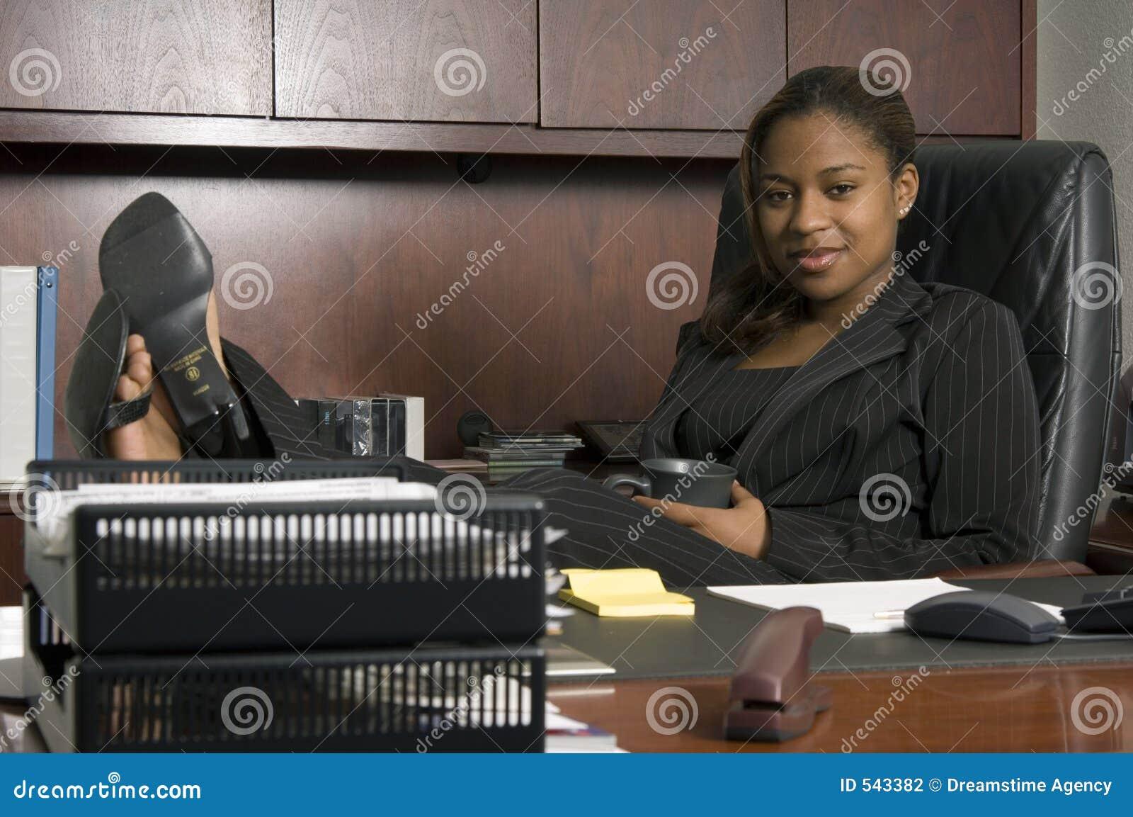 Download 上司s 库存照片. 图片 包括有 办公室, 妇女, 货币, 沟通, 总公司, 工作, 交谈, 经理, 诉讼, 检查 - 543382