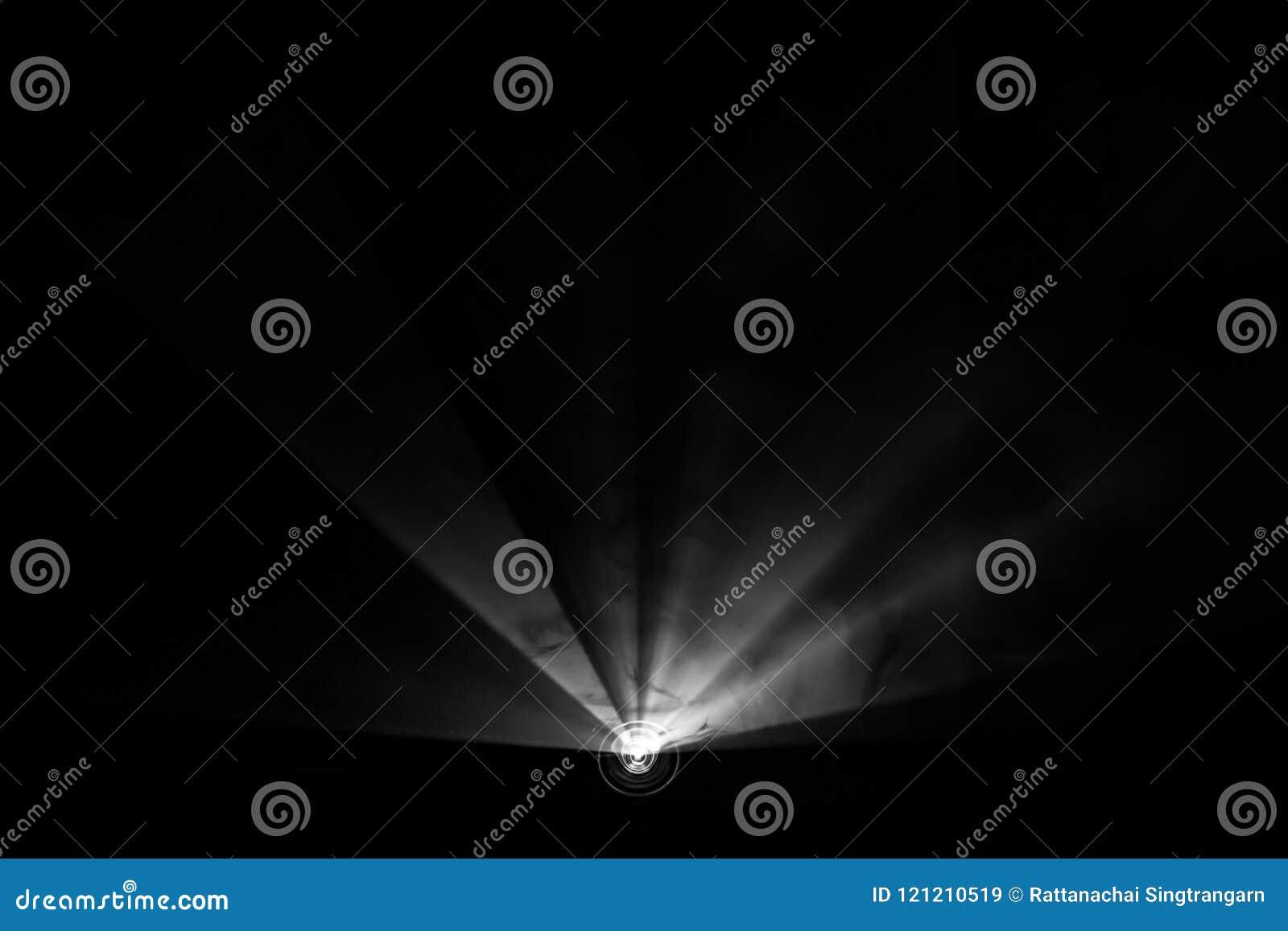 上色烟被构造的聚光灯,宽透镜放映机