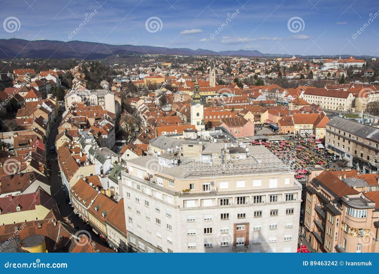 上部镇和Dolac市场的全景在萨格勒布