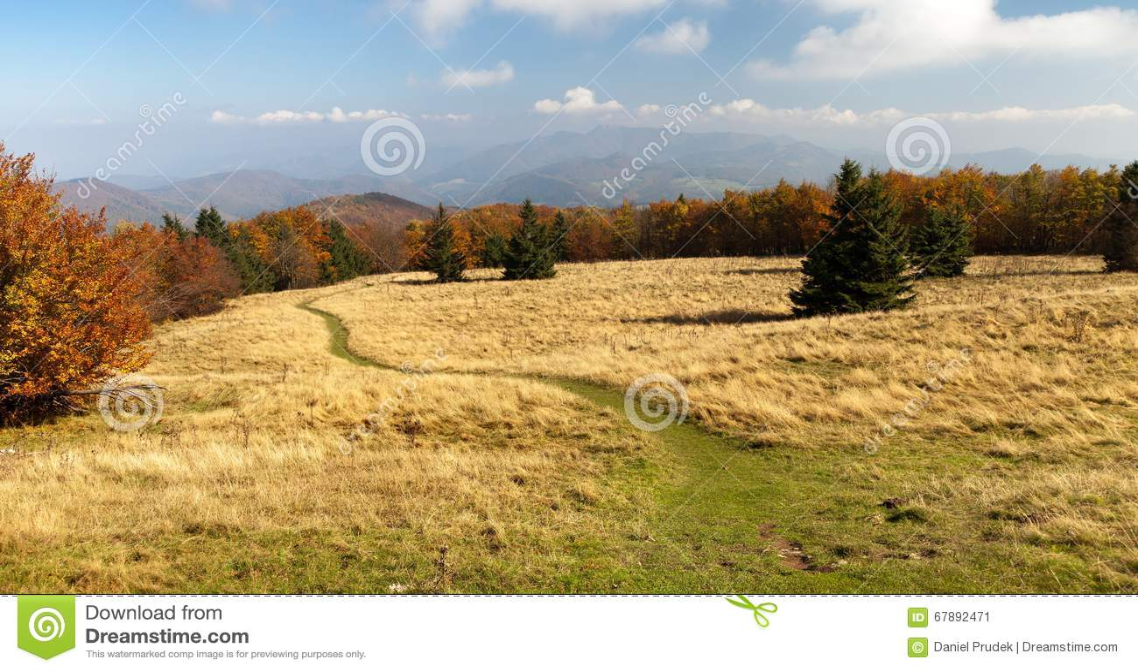 从登上Strazov - Strazovske Vrchy的秋季看法