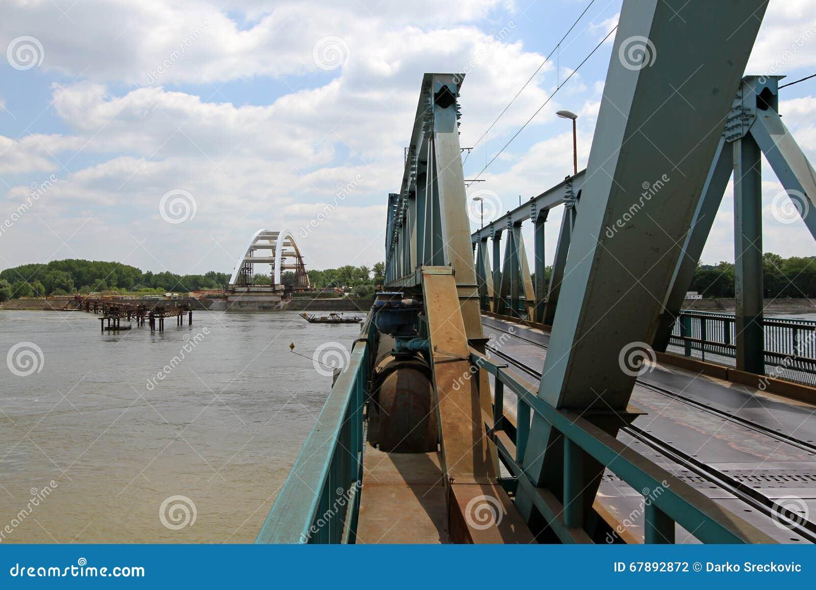 下桥梁建筑
