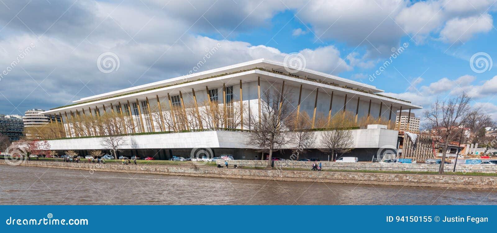 下油阴暗精炼厂天空 表演艺术肯尼迪中心在华盛顿D C
