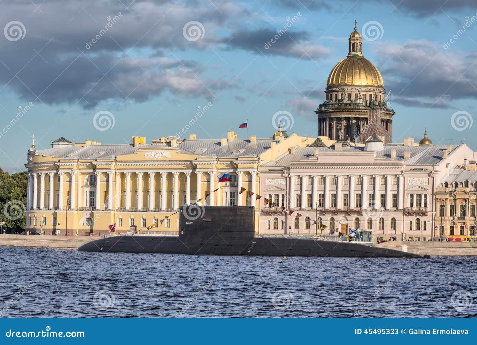 水下维堡在俄国旗子的天,圣彼德堡