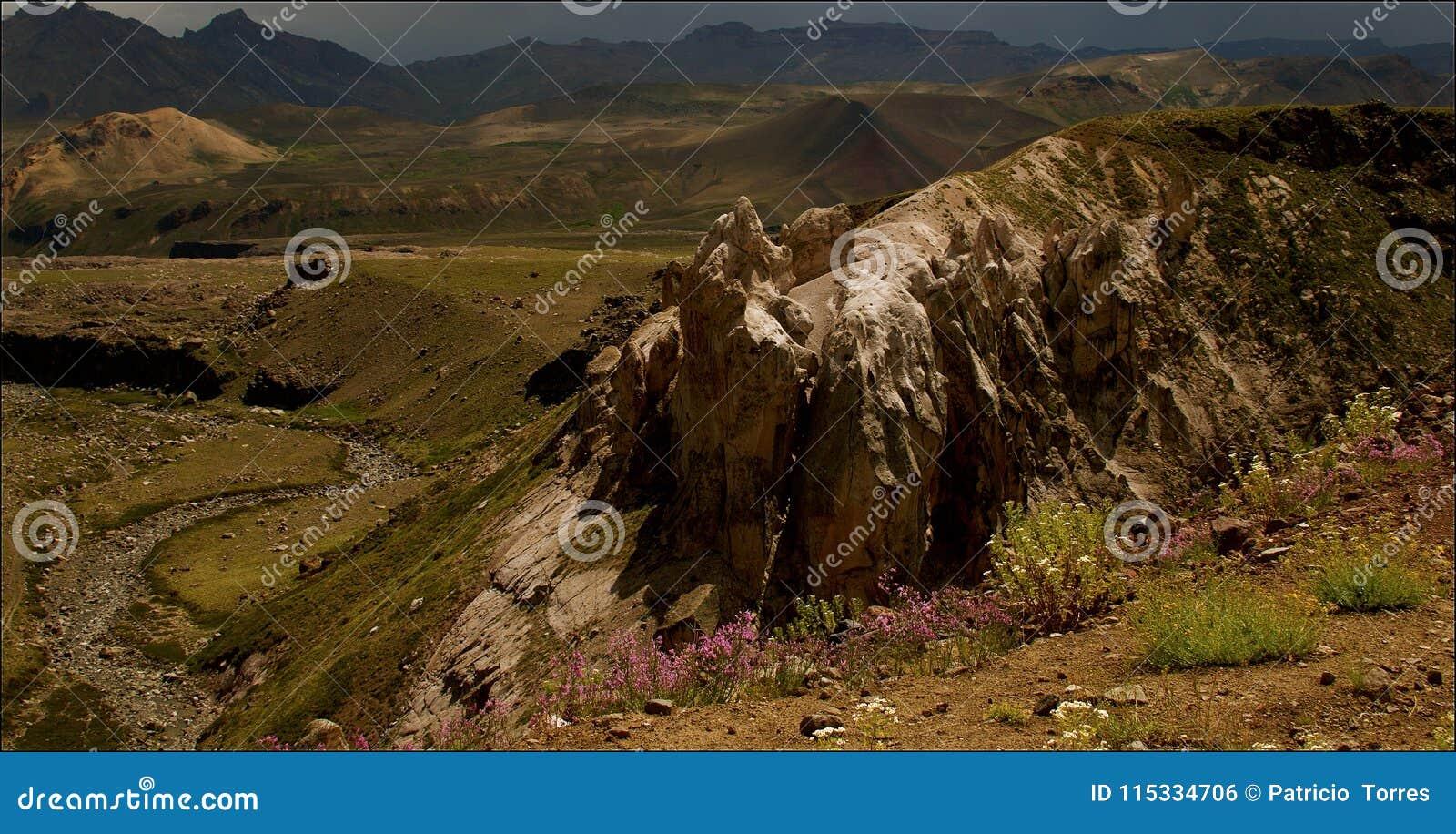 不同的山控制风景