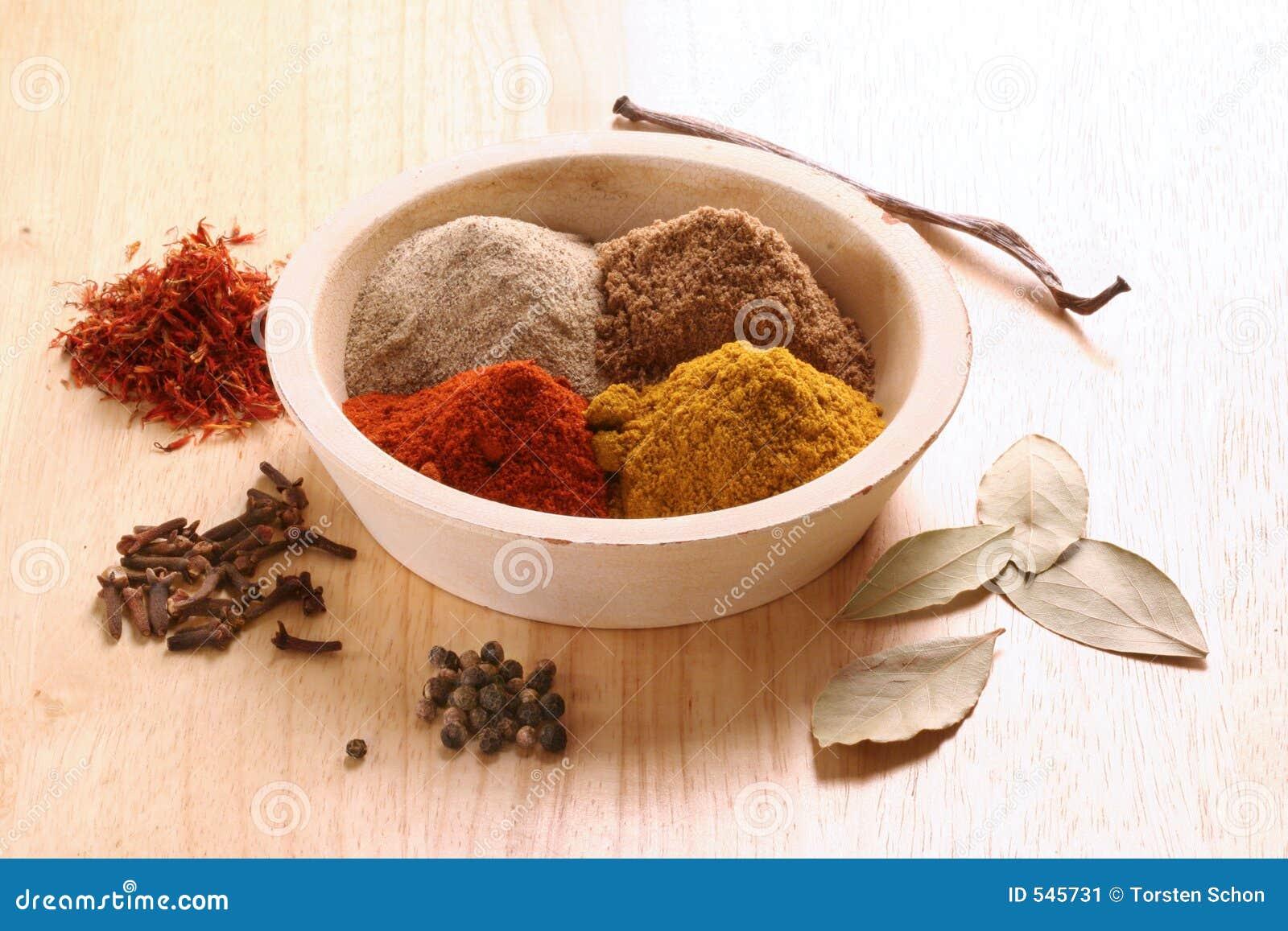 Download 不同的香料 库存图片. 图片 包括有 颜色, 粉末, 小珠靠岸的, 香草, 番红花, browne, 咖喱, 红花 - 545731